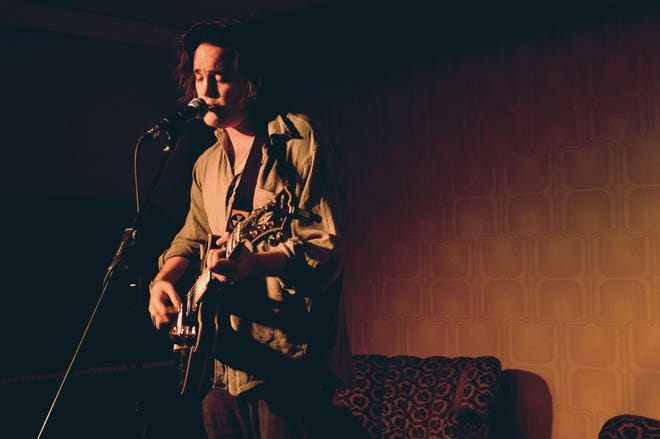 Freddie Dickson will perform Friday in a small gathering at Farmadelica Sound, the Londoner's first in  Southwest Florida.