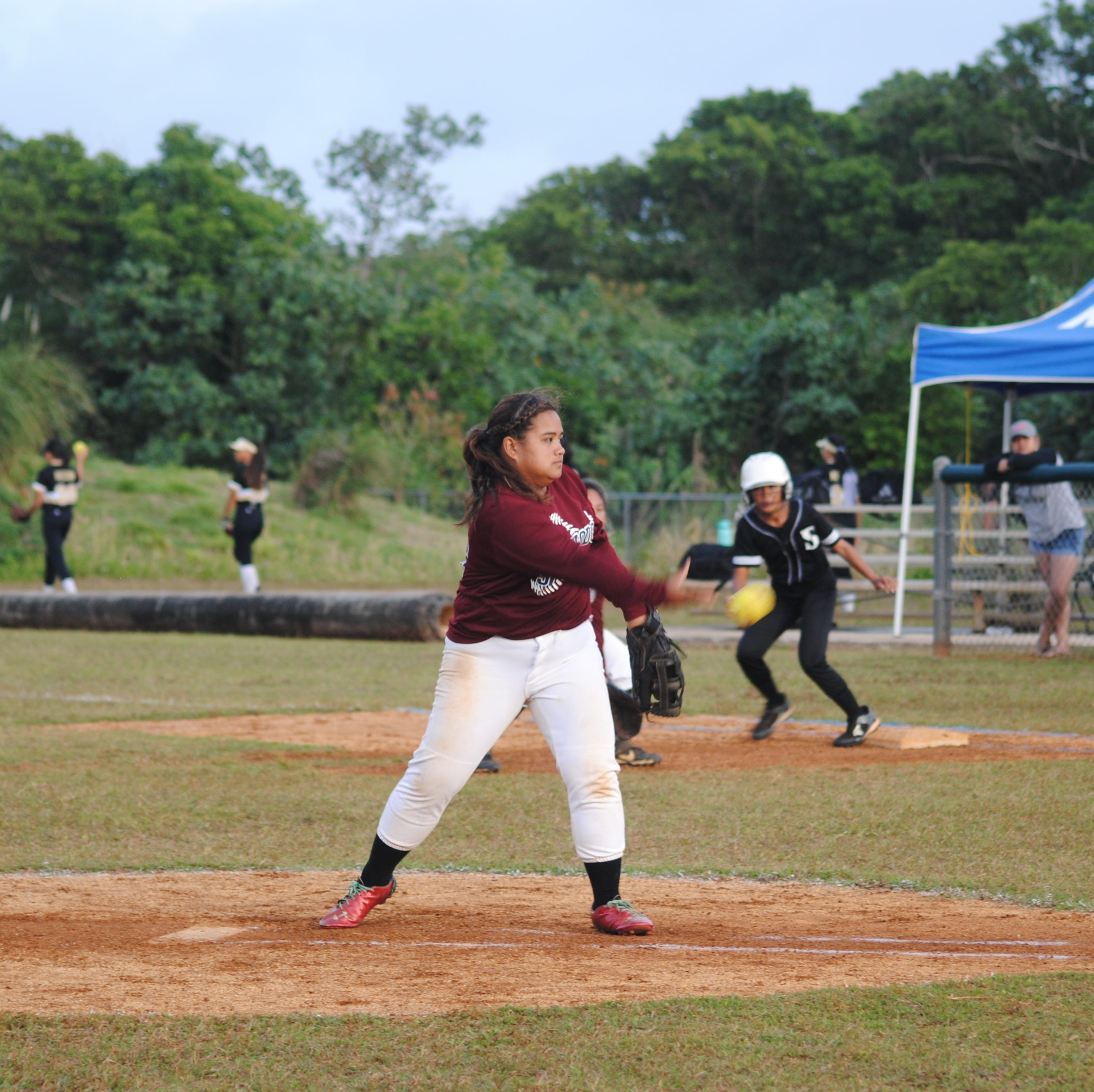 Sharks keep Bulldogs winless in softball