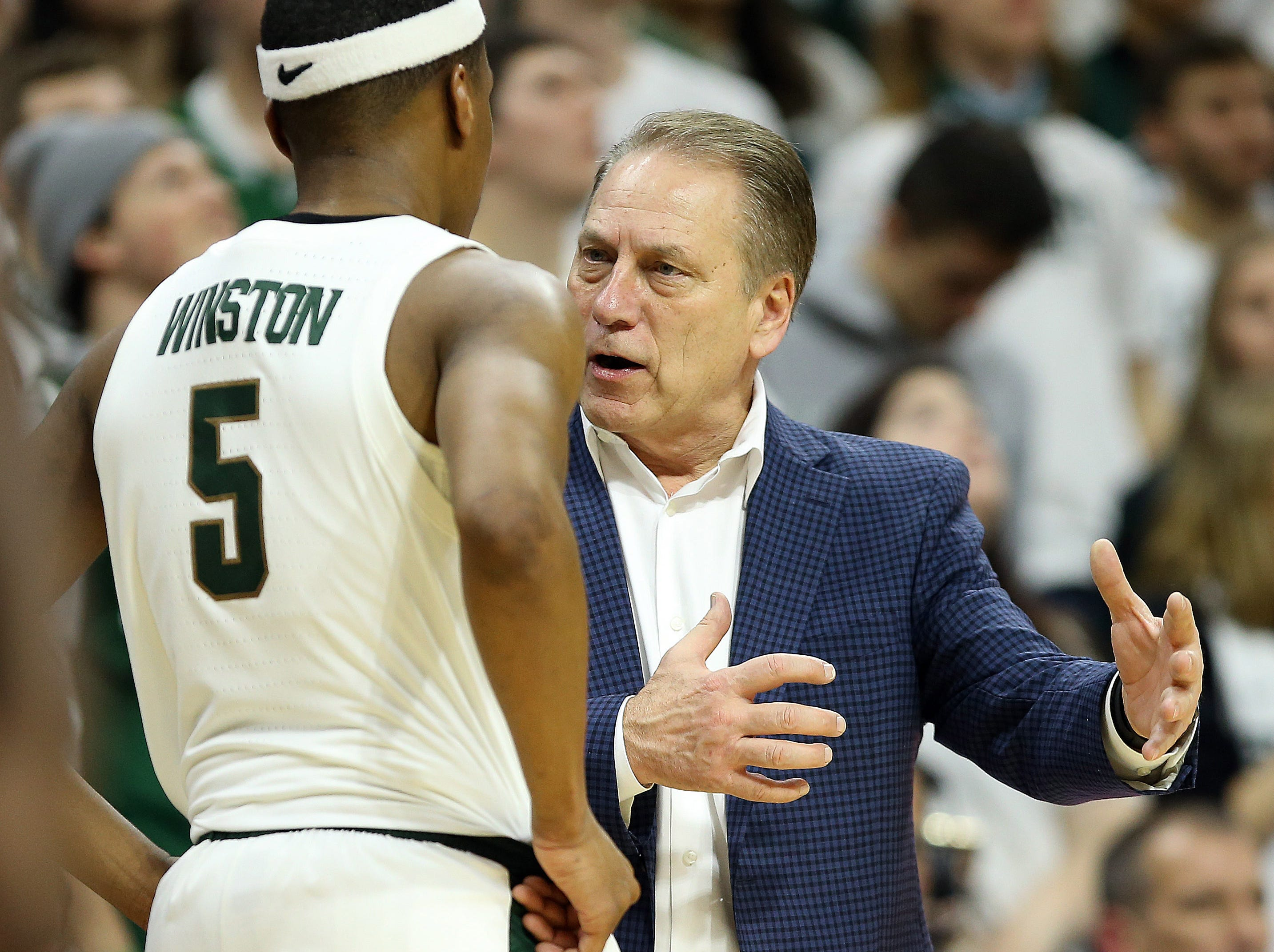 Feb 20, 2019; East Lansing, MI, USA; Michigan State Spartans head coach Tom Izzo talks to Michigan State Spartans guard Cassius Winston (5) during the second half of a game at the Breslin Center. Mandatory Credit: Mike Carter-USA TODAY Sports