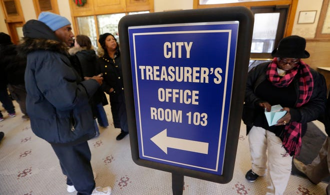 Milwaukee taxpayers queue up to pay their property taxes at City Hall, in a 2017 photo.