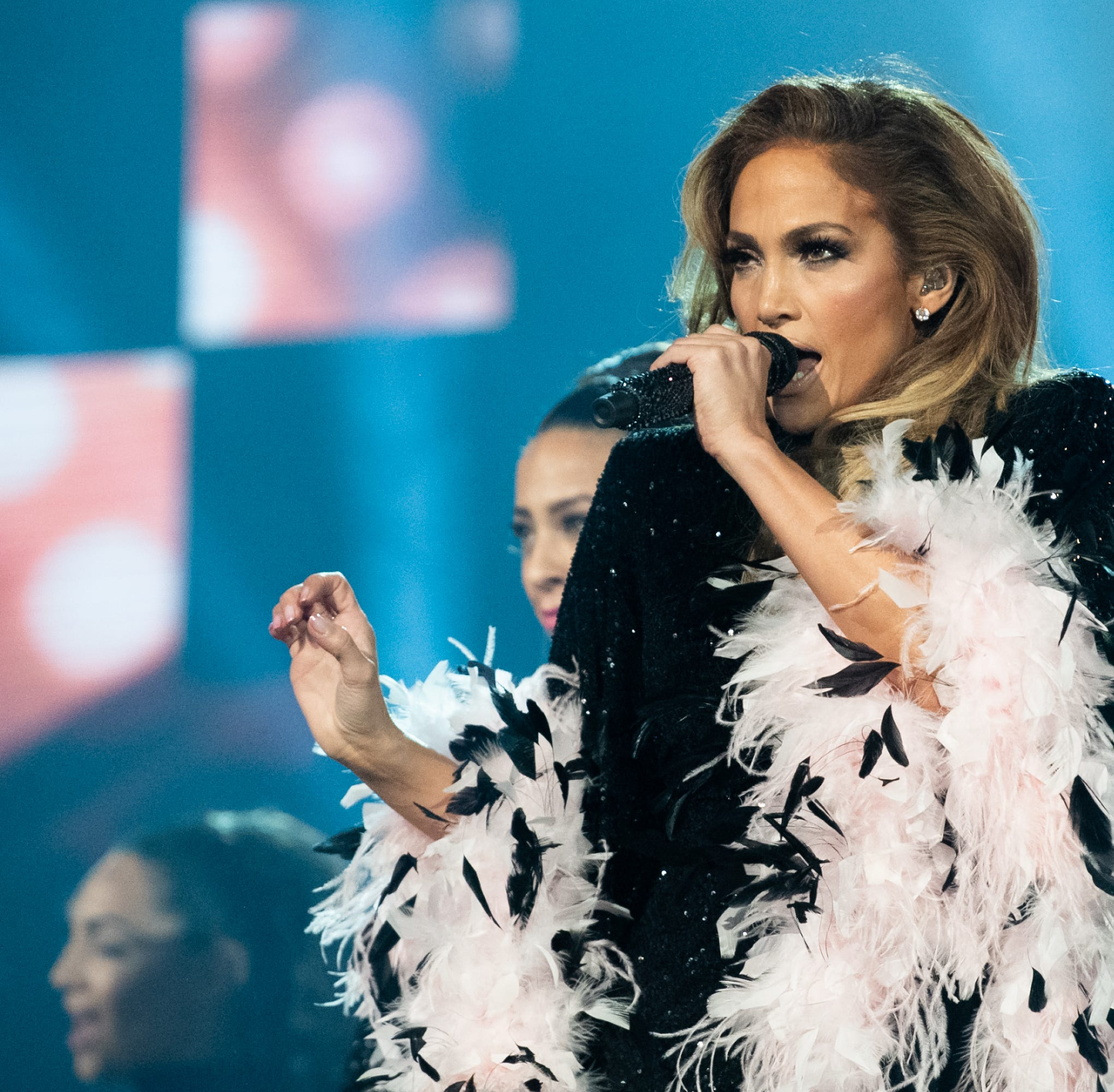 It's official: Jennifer Lopez headlining Summerfest July 3, her first Milwaukee show ever