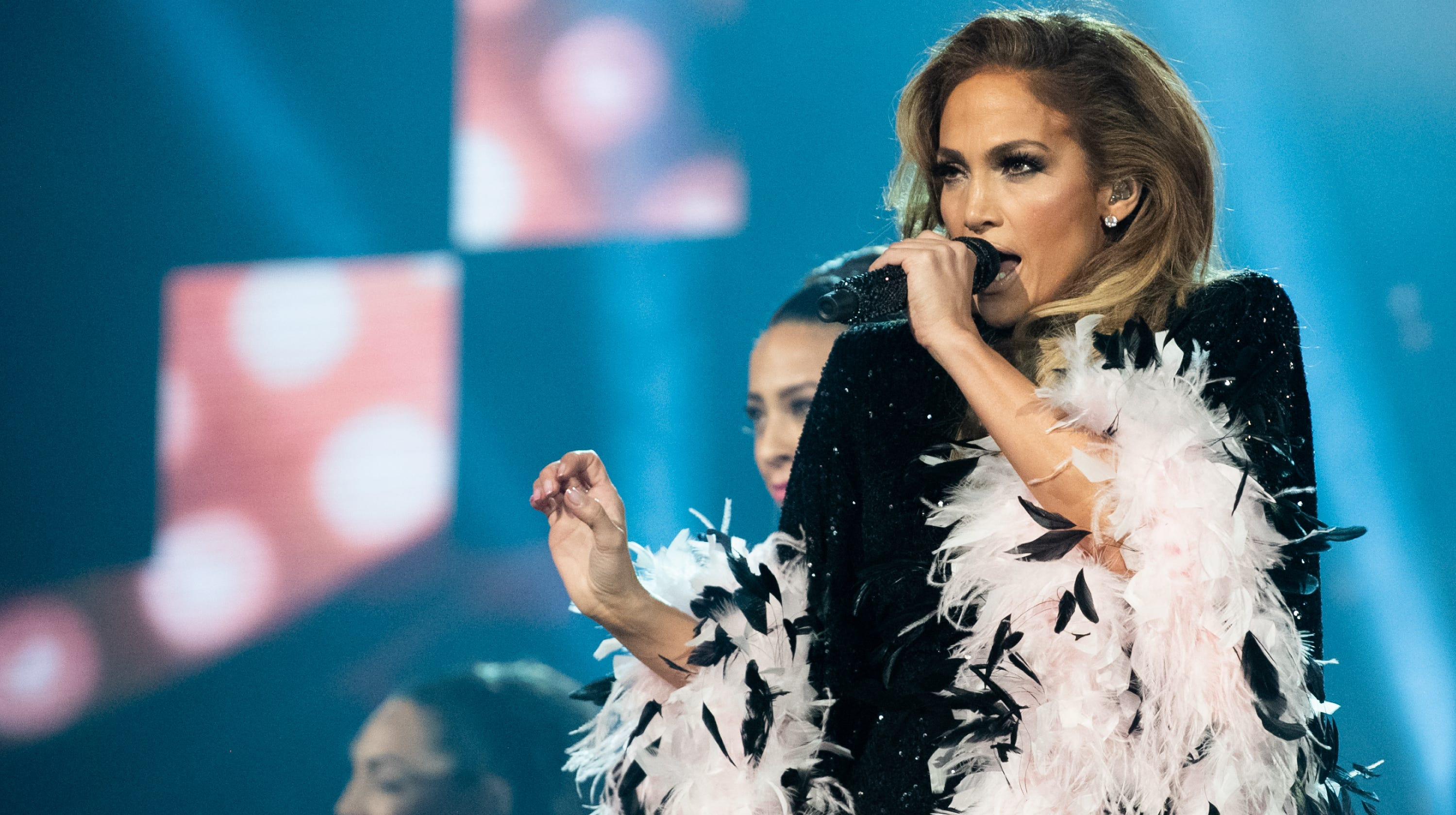 ab66bfce497 It s official  Jennifer Lopez headlining Summerfest July 3