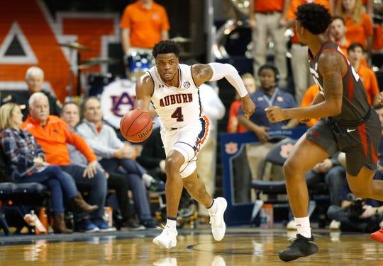 Auburn forward Malik Dunbar (4) runs a play against the Arkansas during the second half at Auburn Arena on Feb 20, 2019.