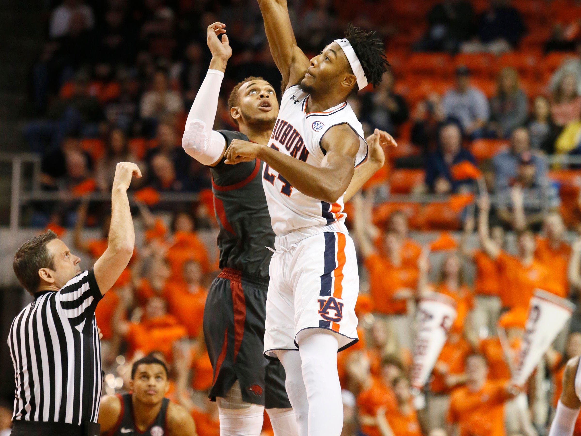 Feb 20, 2019; Auburn, AL, USA; Arkansas Razorbacks forward Daniel Gafford (10) is out jumped by Auburn Tigers forward Anfernee McLemore (24) for the opening tip at Auburn Arena. Mandatory Credit: John Reed-USA TODAY Sports