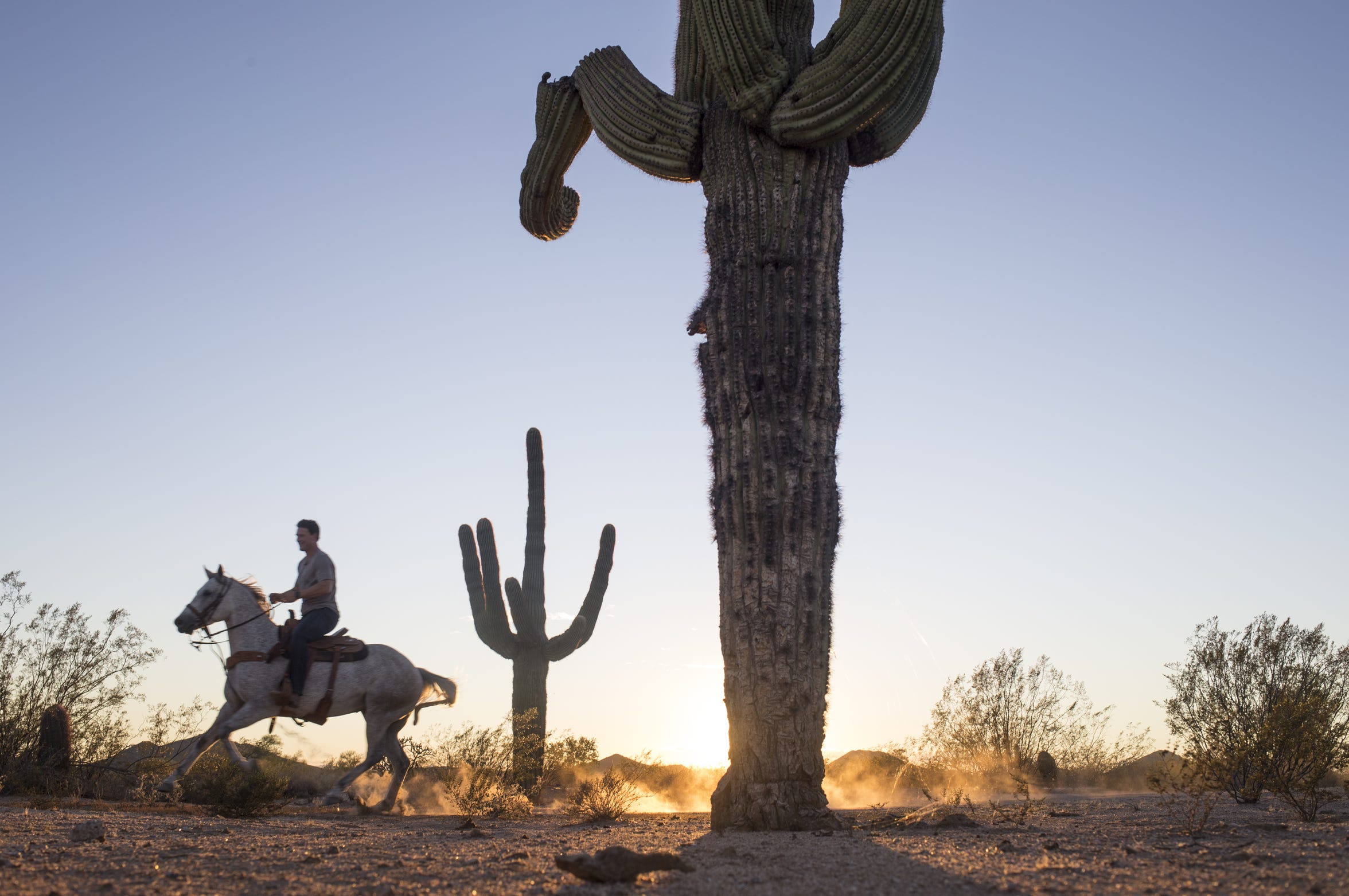 Shane Doan rides his horse, RJ, in the desert near his private Cave Creek ranch Ice Barns in 2016.