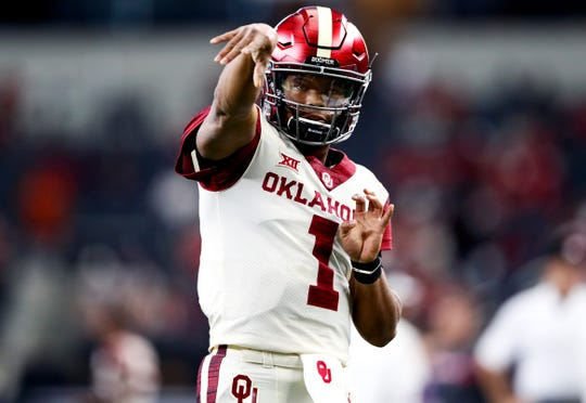 Kyler Murray (1) continues to be linked to the Arizona Cardinals in NFL mock drafts for the 2019 NFL draft.