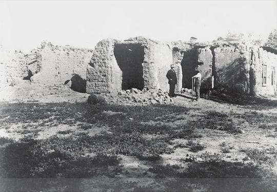 A photo shows Jack Swilling's adobe home called Dos Casas. It was located near 36th and Harrison streets.