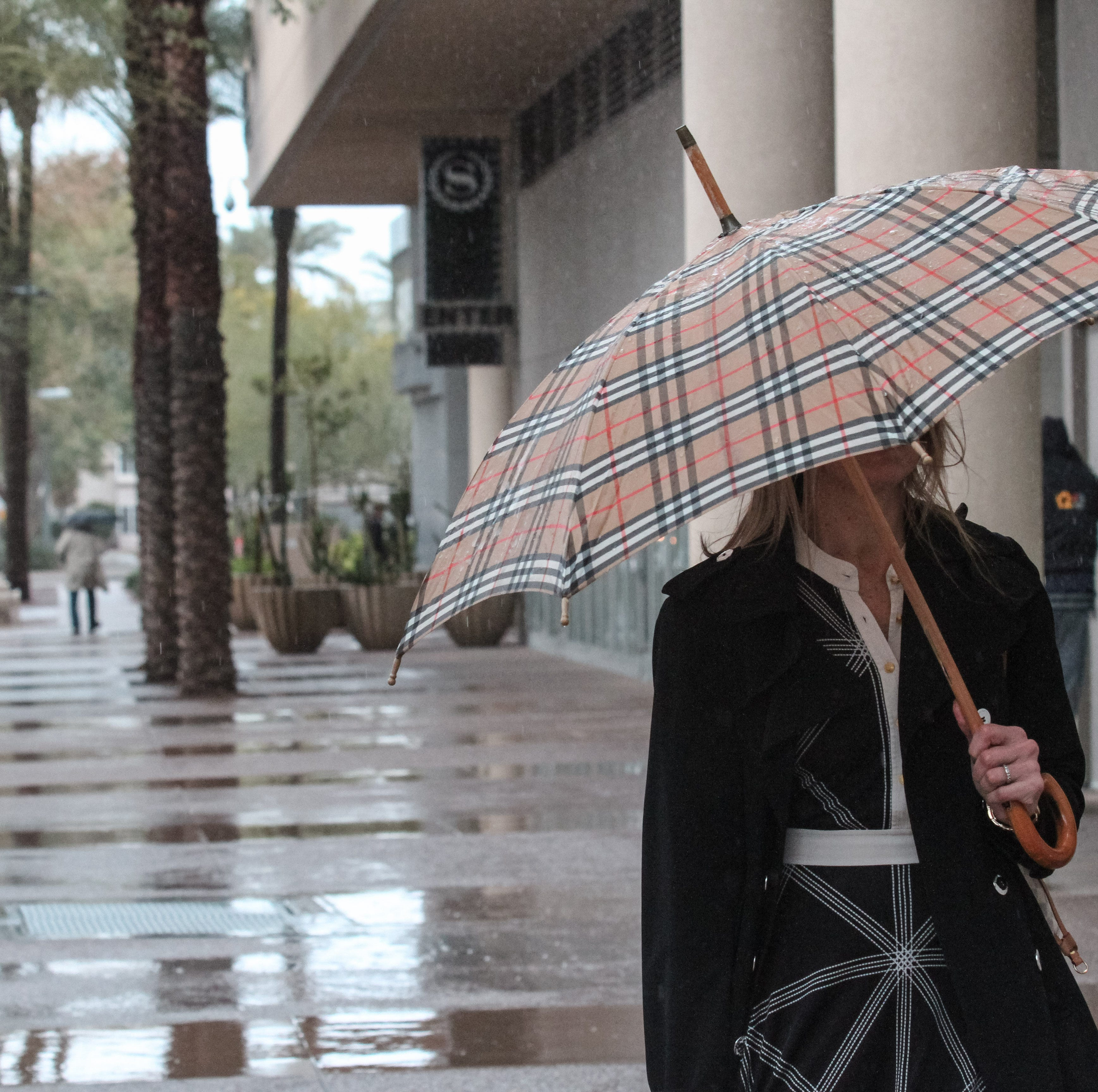 Rain moves into Phoenix area and is expected to continue to Wednesday