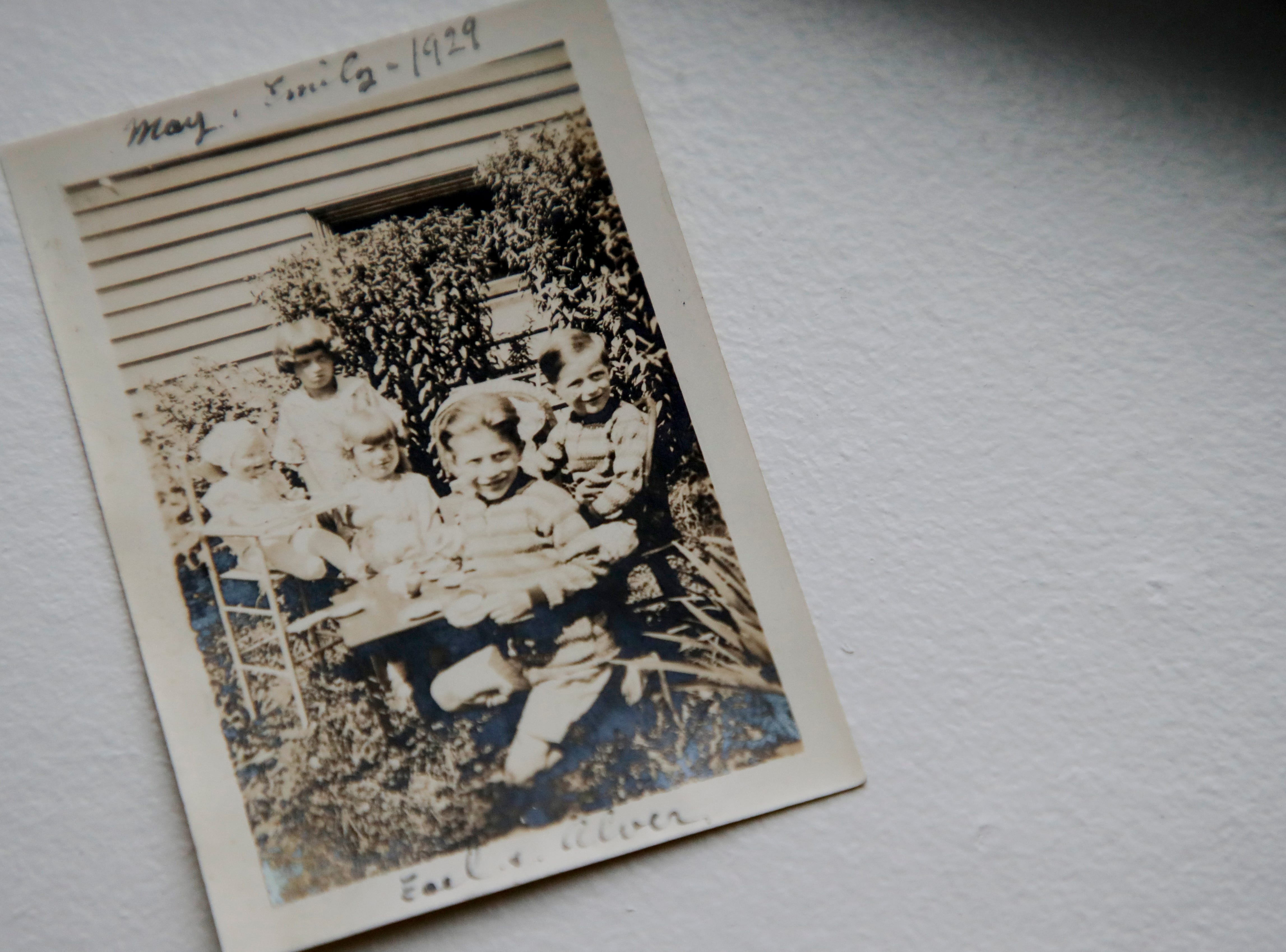 A photo shows the five Baum children, including Earl Baum, the oldest and Emily Golz, the youngest.