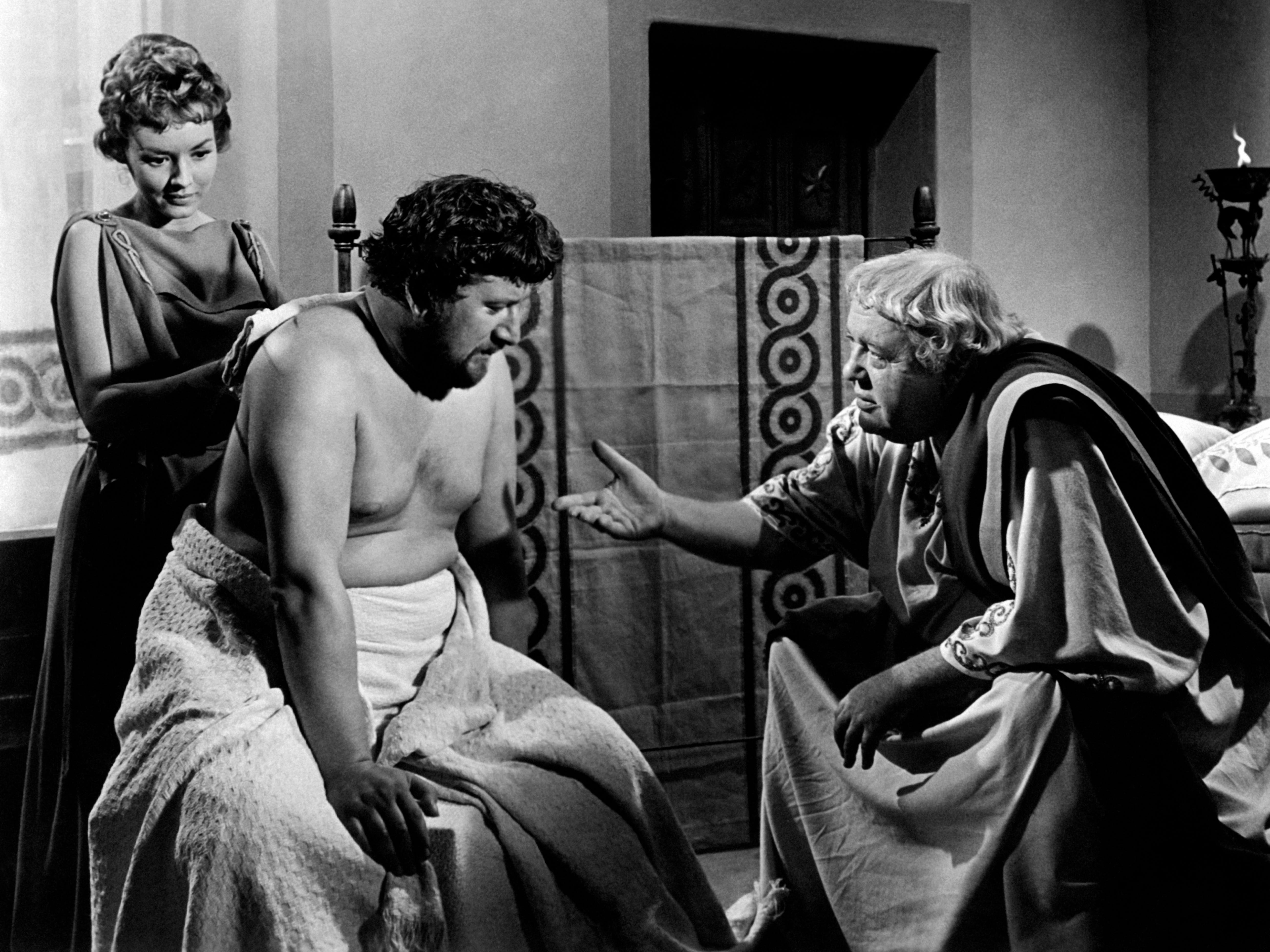 NOTE, one time use for Oscar gallery by  Susan, Feb 20-19.   The British actor Peter Ustinov getting a back massage by the American actress Jo Summers (Josephine Parra) and listening to the British actor Charles Laughton in the film Spartacus. USA, 1959 (Photo by Mondadori Portfolio via Getty Images) [Via MerlinFTP Drop]