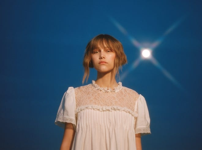 """Grace VanderWaal's new music video for moody tune """"Stray"""" has her singing on the desert, and also bike-riding with a blindfold."""
