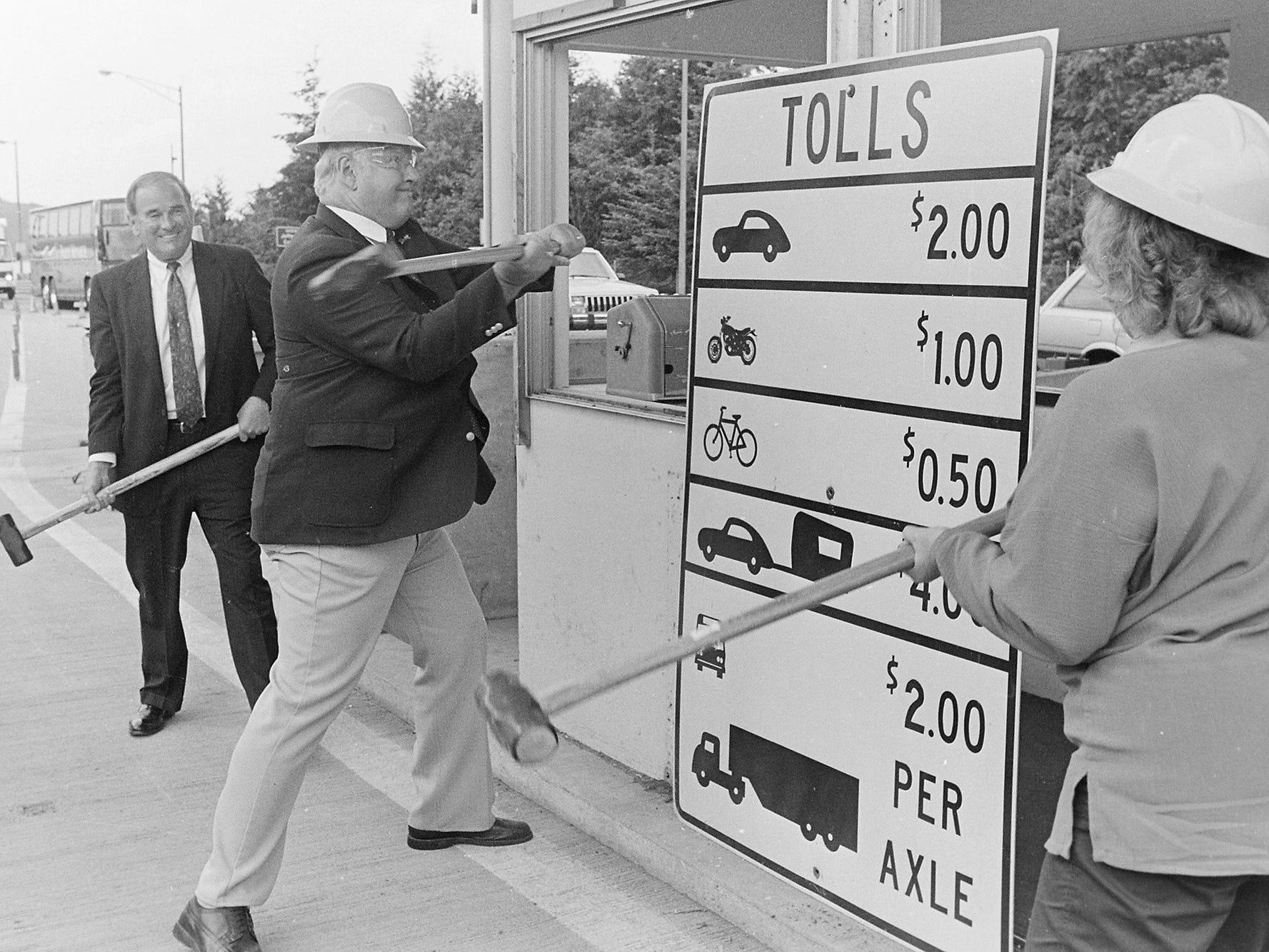 06/19/90Bridge Toll Booths