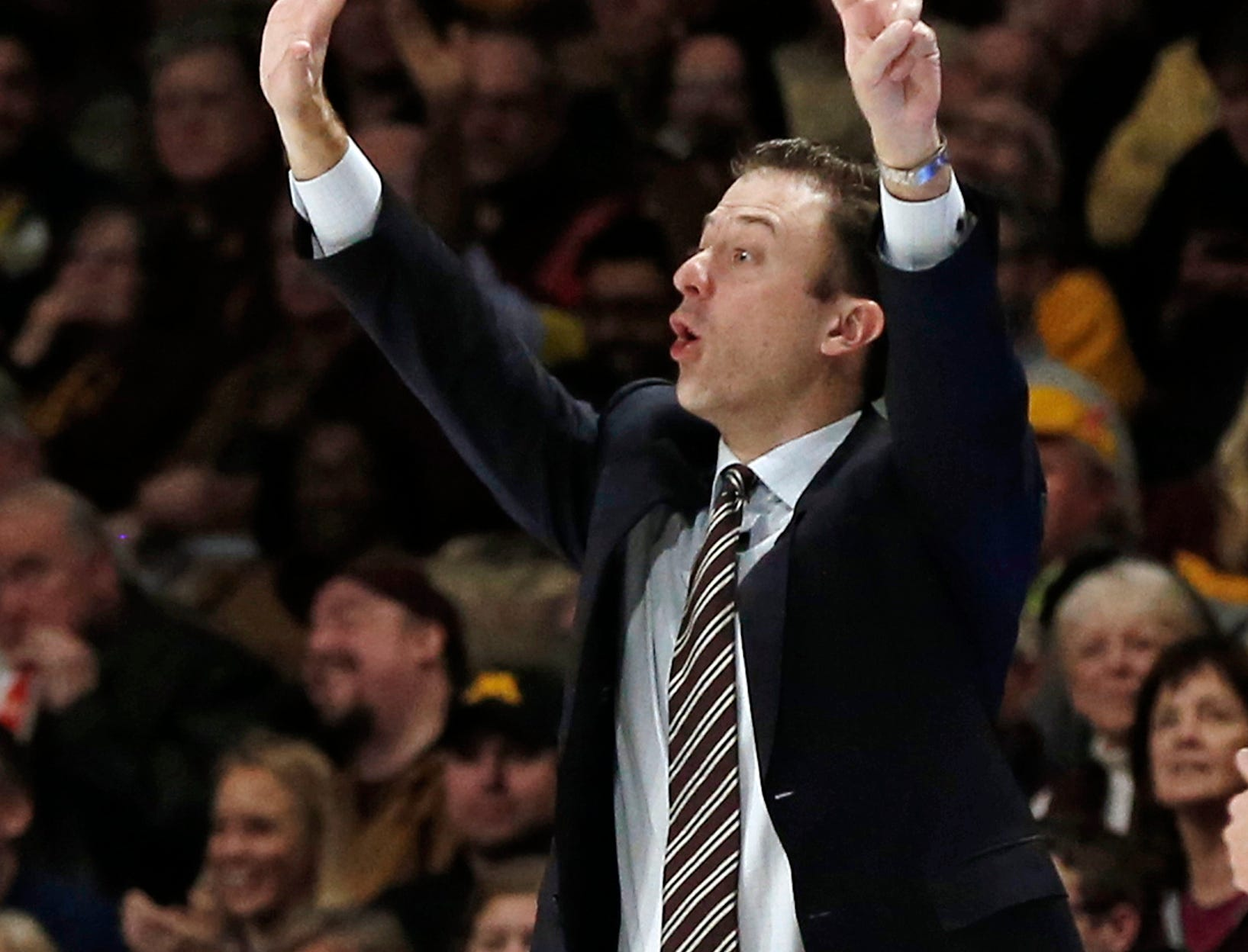 Minnesota head coach Richard Pitino directs his players against Michigan in the second half.