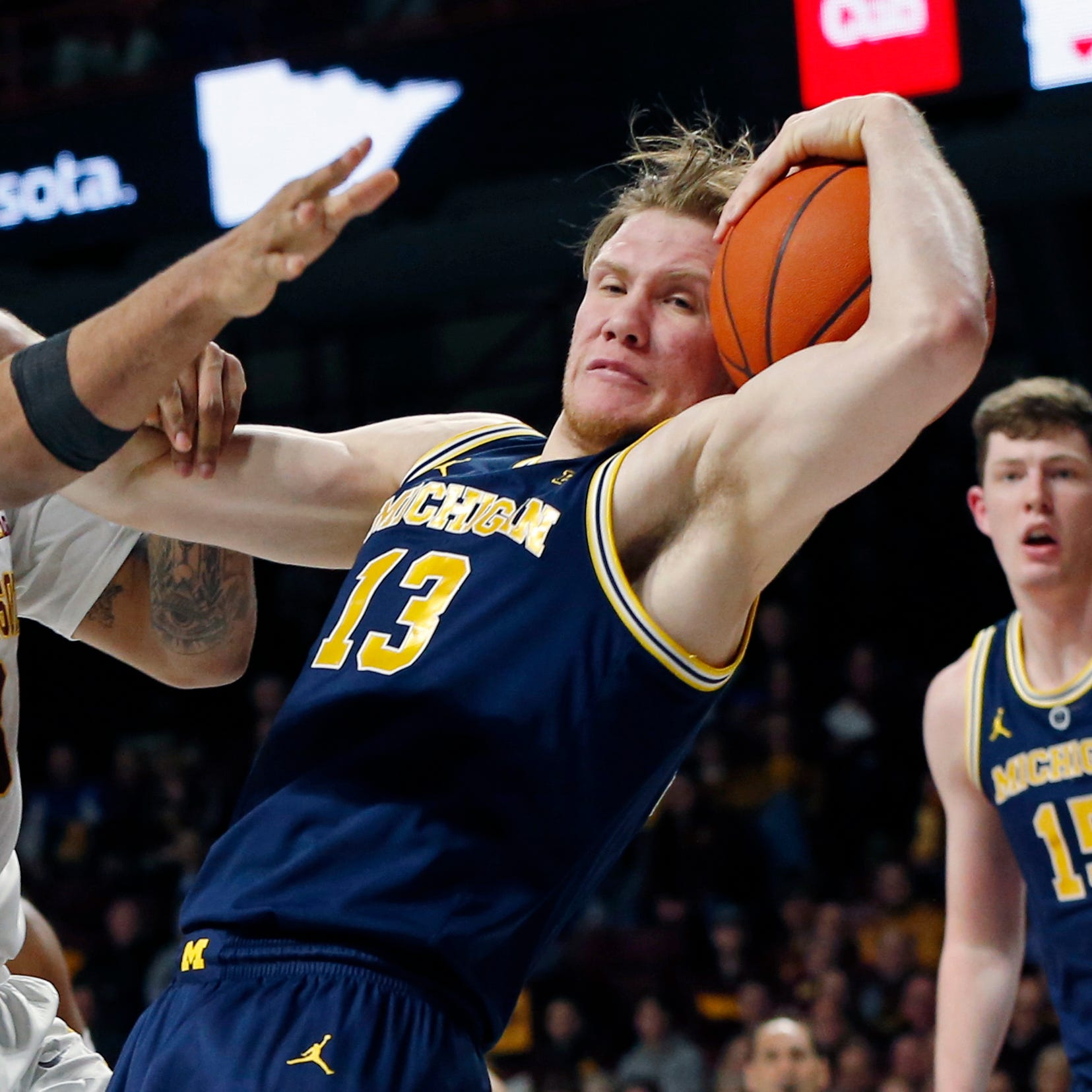 Poole keeps Michigan afloat in win over Minnesota