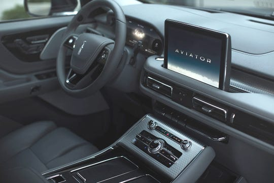 A large center screen, intuitive controls and finely crafted leather, metal and wood trim materials distinguish the 2020 Lincoln Aviator cabin.