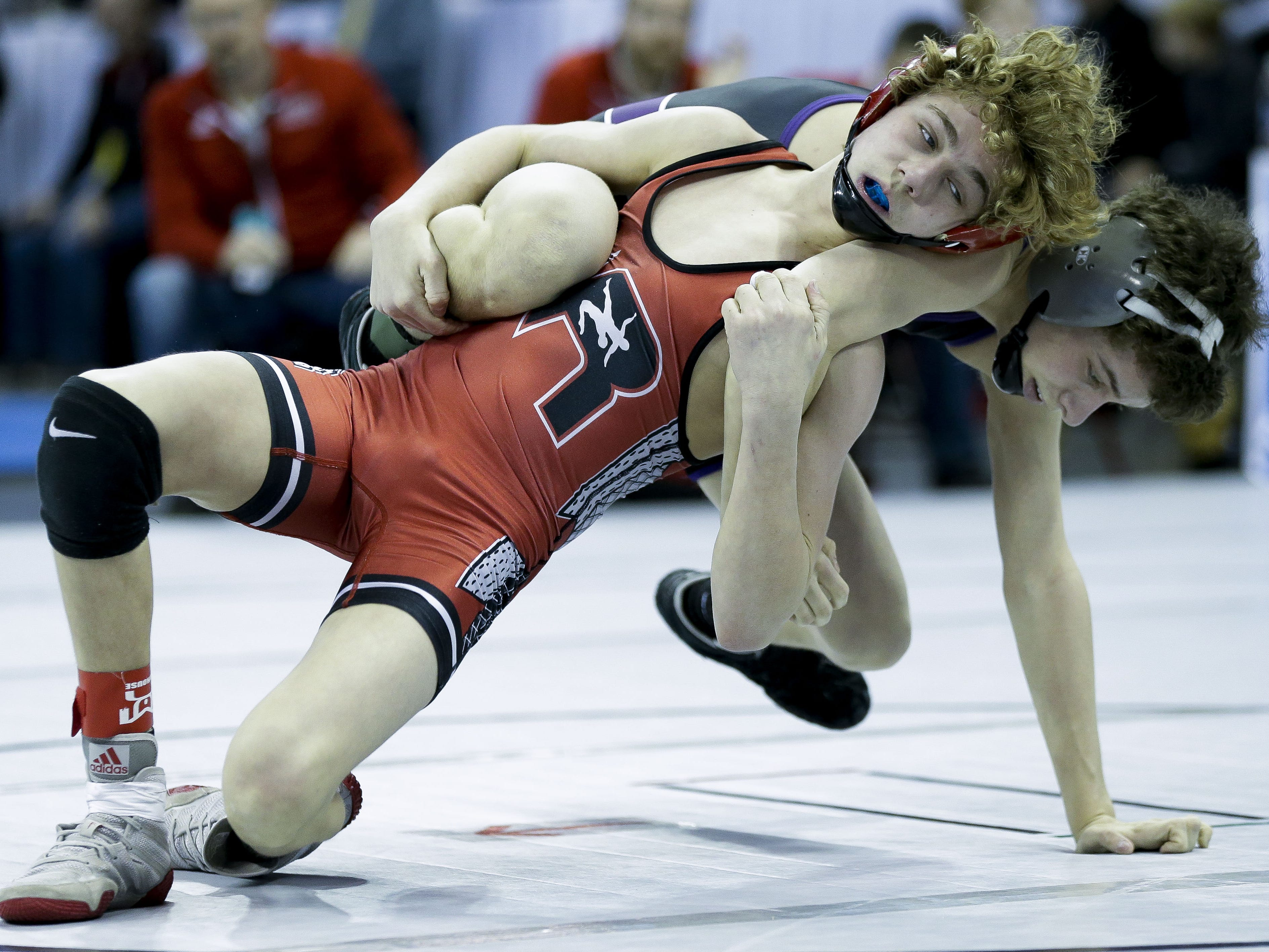 Wisconsin Rapids' Preston Spray wrestles against Waunakee's Kolby Heinz in a Division 1 106-pound preliminary match during the WIAA state wrestling tournament on Thursday, February 21, 2019, at the Kohl Center in Madison, Wis. Tork Mason/USA TODAY NETWORK-Wisconsin