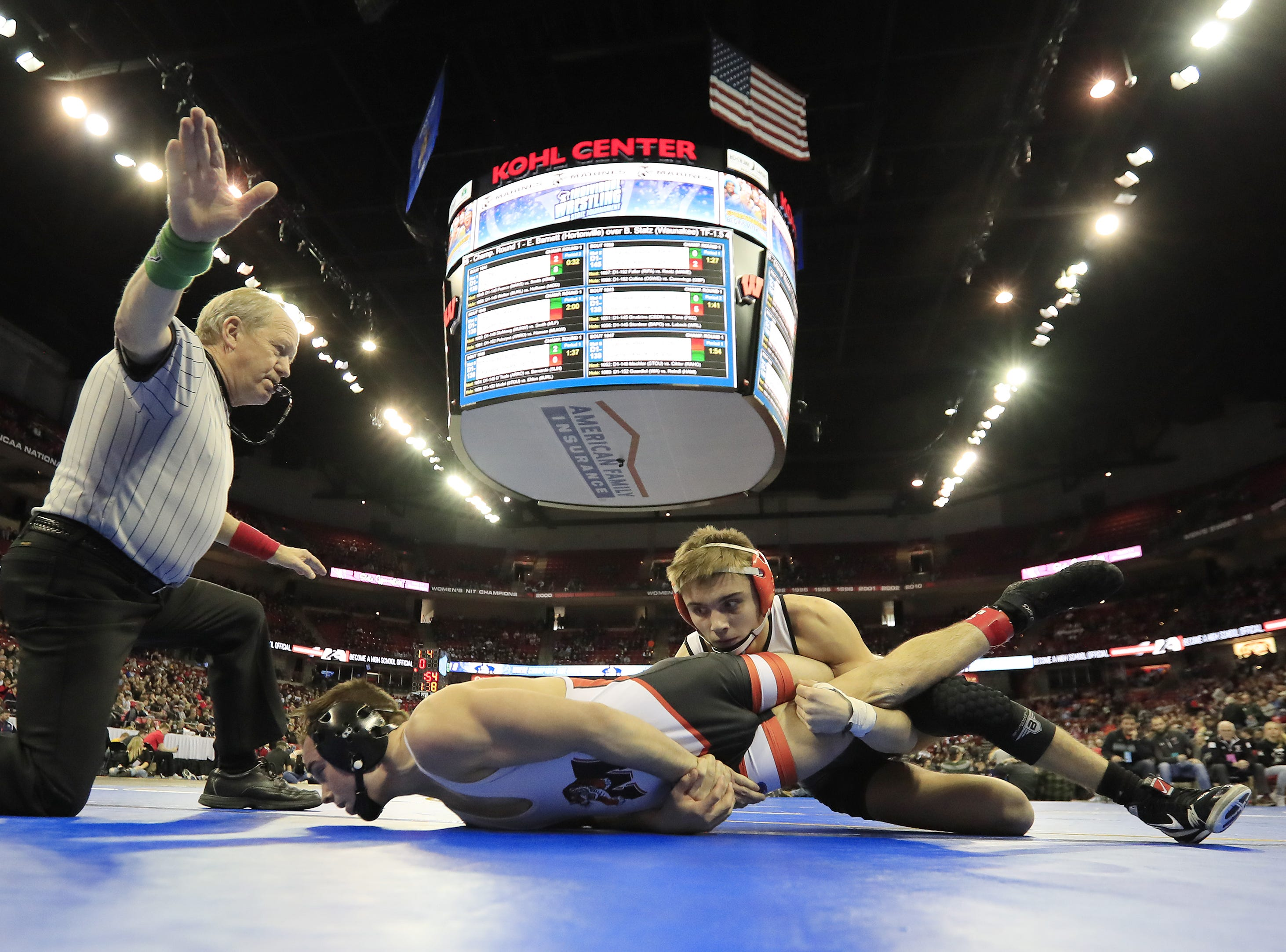 Marshfield's Tanner Kanable wrestles Burlington's Ben Kemprey in a Division 1 138-pound preliminary match at the WIAA state individual wrestling tournament at the Kohl Center on Thursday, February 21, 2019 in Madison, Wis. Adam Wesley/USA TODAY NETWORK-Wisconsin