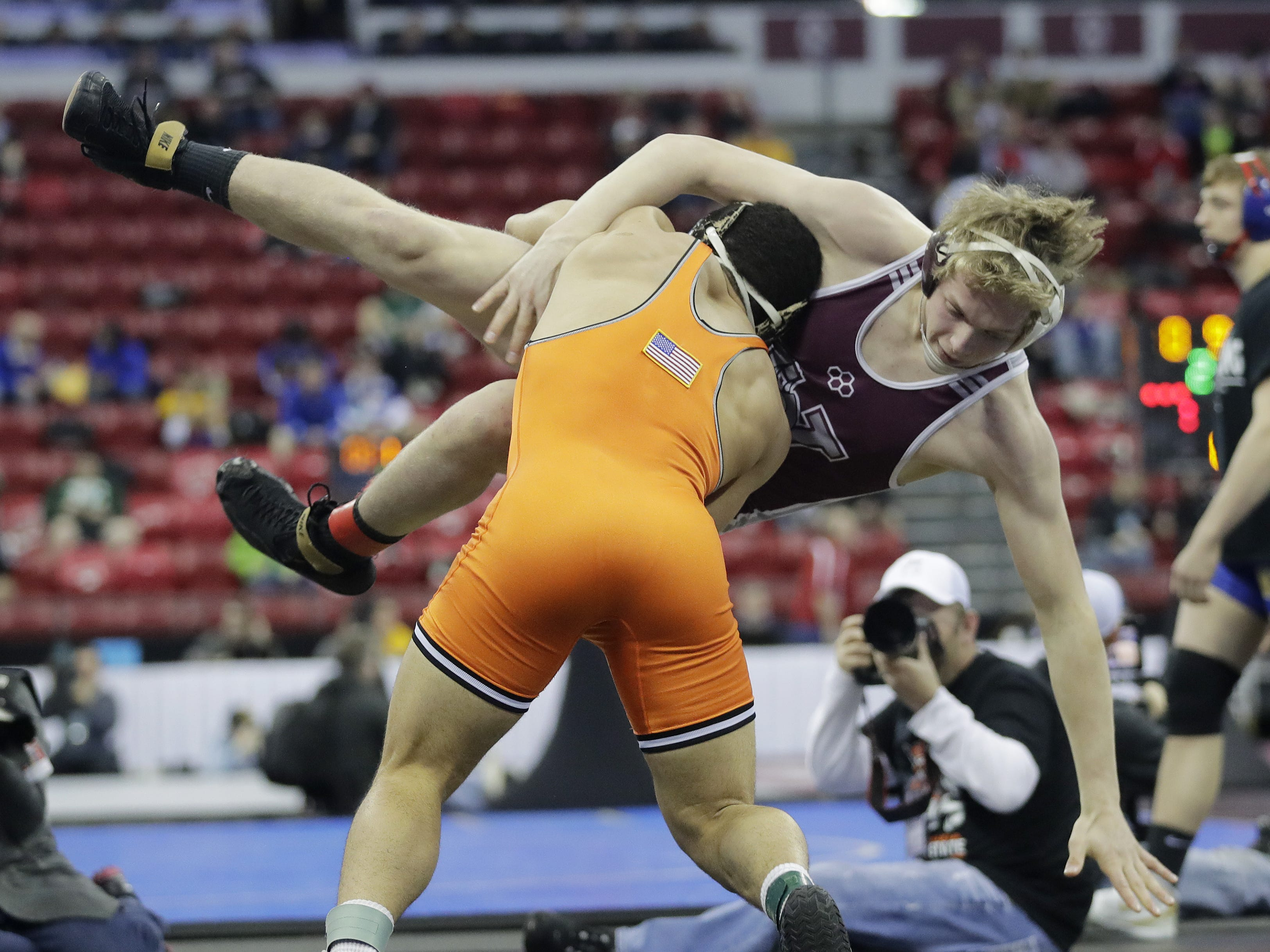 Kaukauna's Bryson Alsteen wrestles Holmen's Drake Schams in a Division 1 182-pound preliminary match at the WIAA state individual wrestling tournament at the Kohl Center on Thursday, February 21, 2019 in Madison, Wis. Adam Wesley/USA TODAY NETWORK-Wisconsin