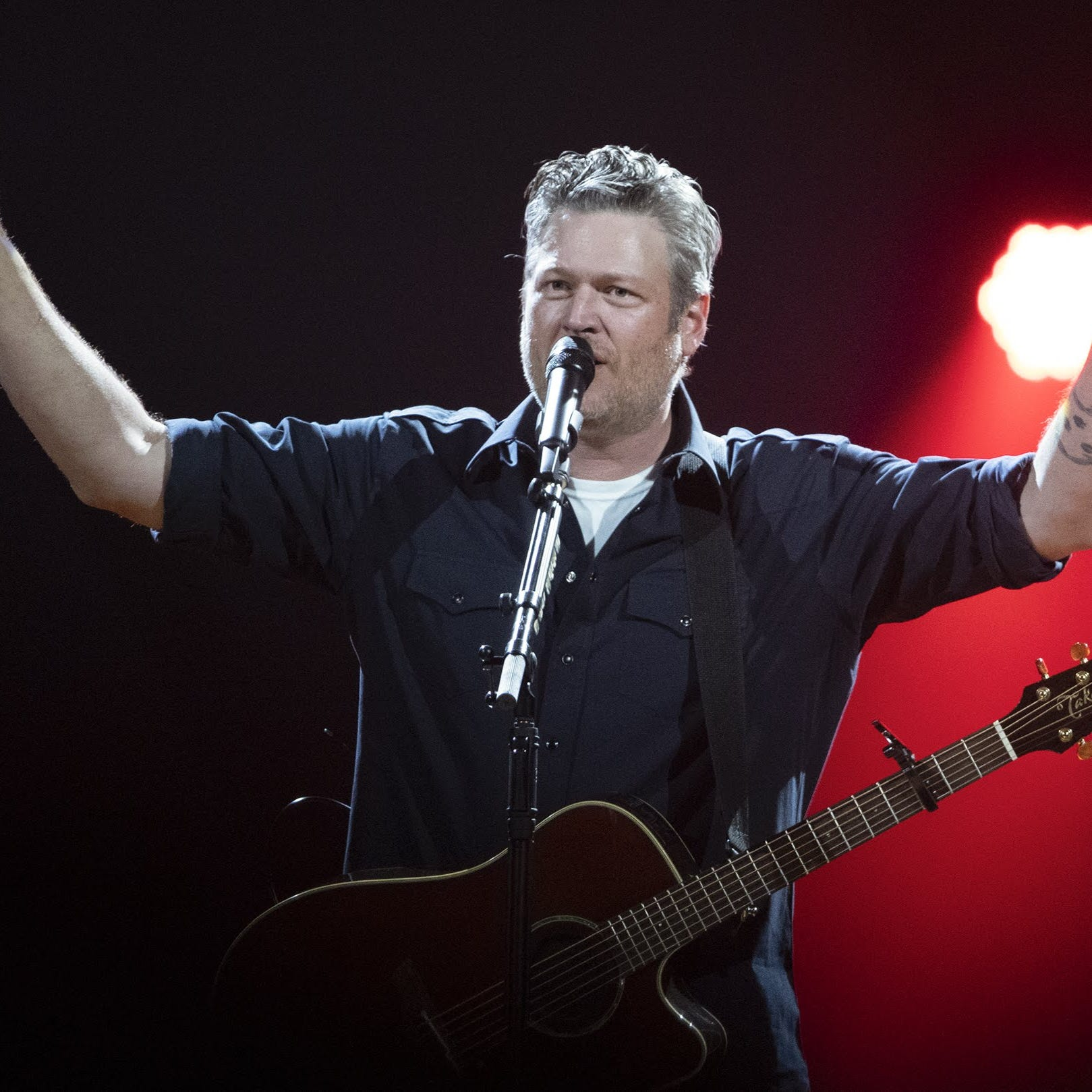 Blake Shelton treats fans (and himself) to throwback fun with 'Friends and Heroes'