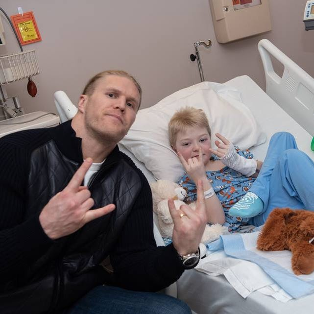 Green Bay Packers' Clay Matthews visits patients at Marshfield Children's Hospital