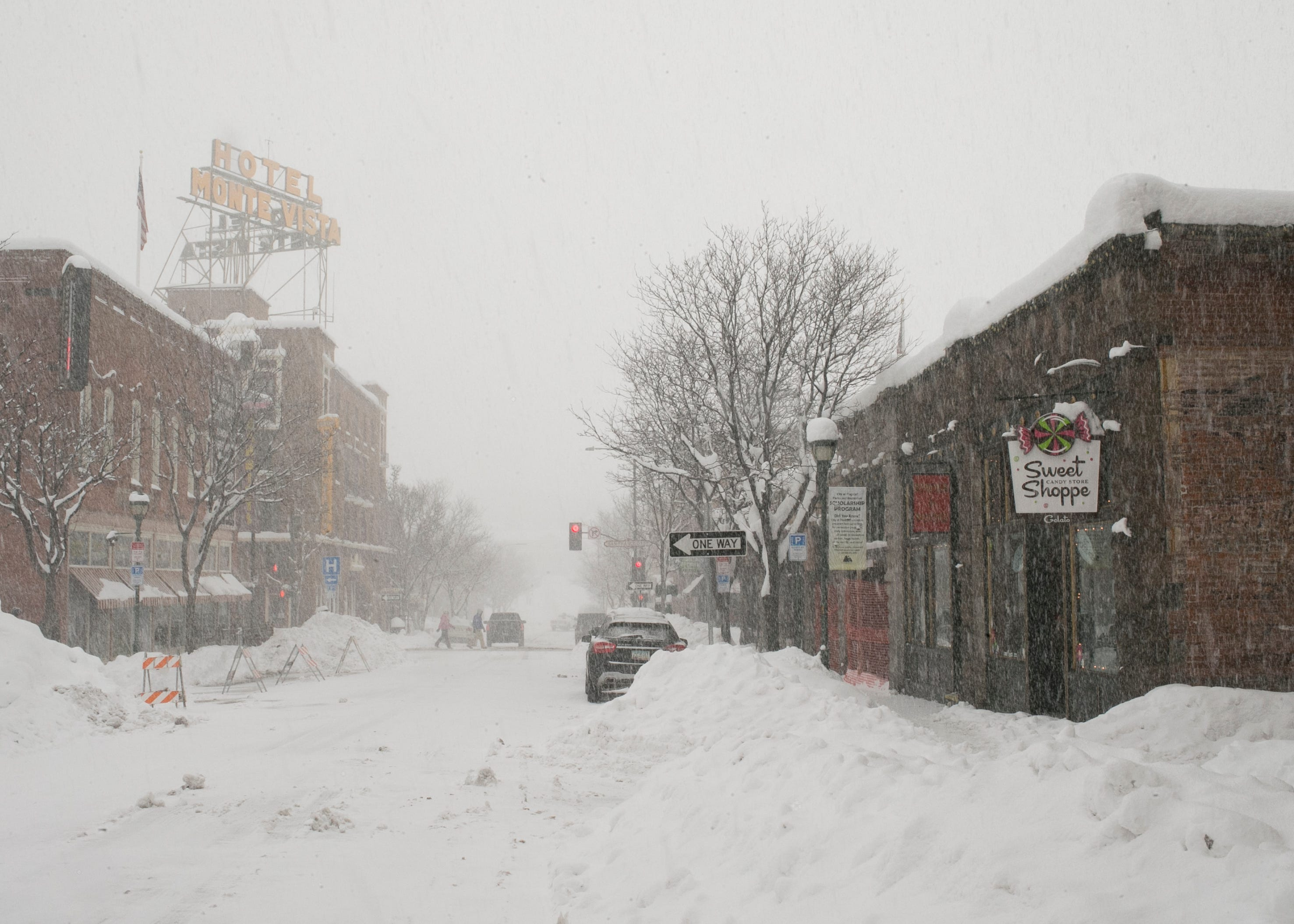 Flagstaff shatters all-time daily snowfall record with more than 31 inches | Arizona Central