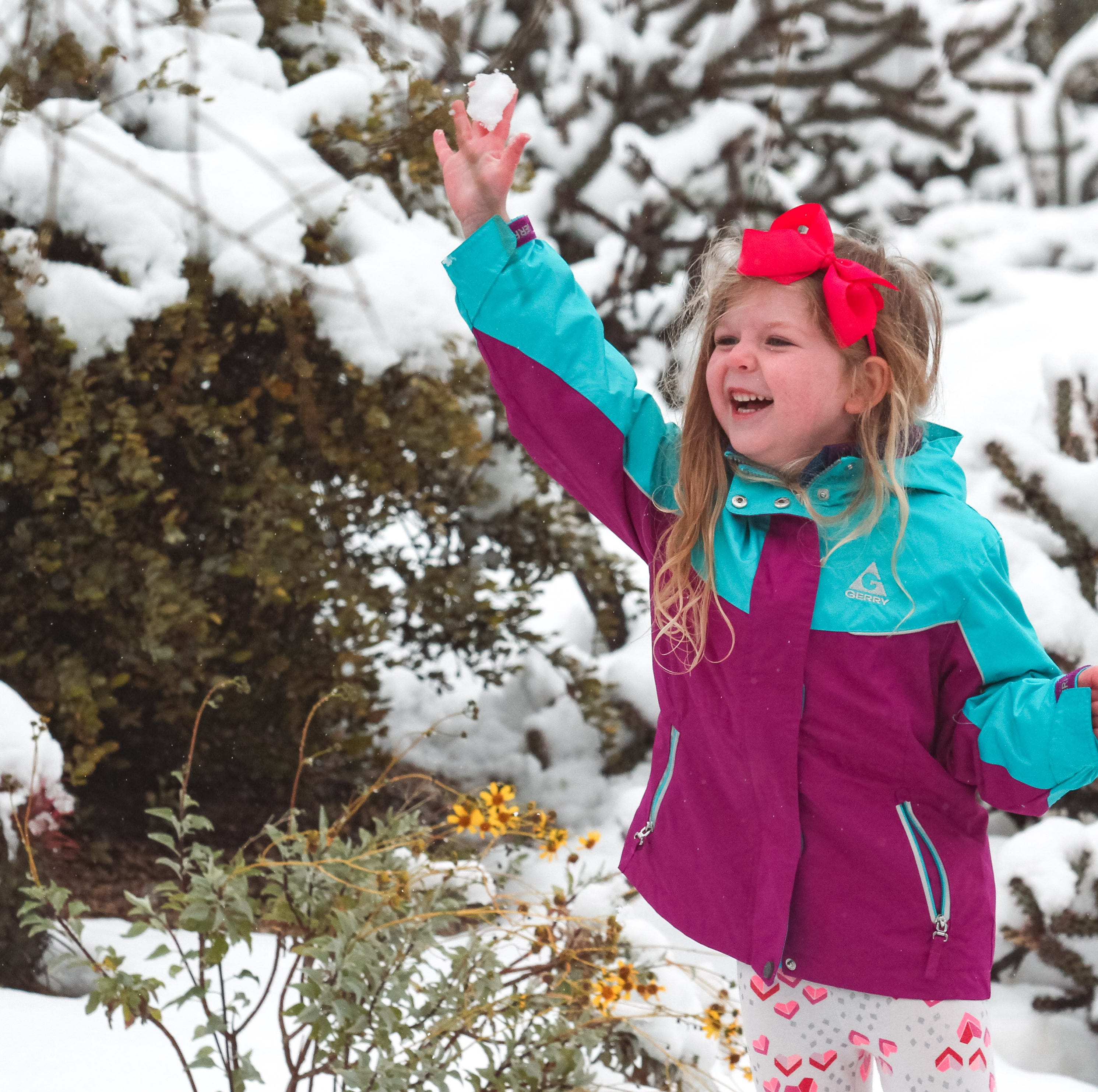 Snow blankets northern Scottsdale, residents come out to play