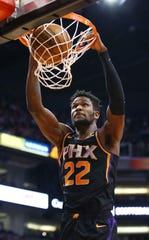 Deandre Ayton dunks the ball during the first half of a game against the Warriors on Feb. 8 at Talking Stick Resort Arena.