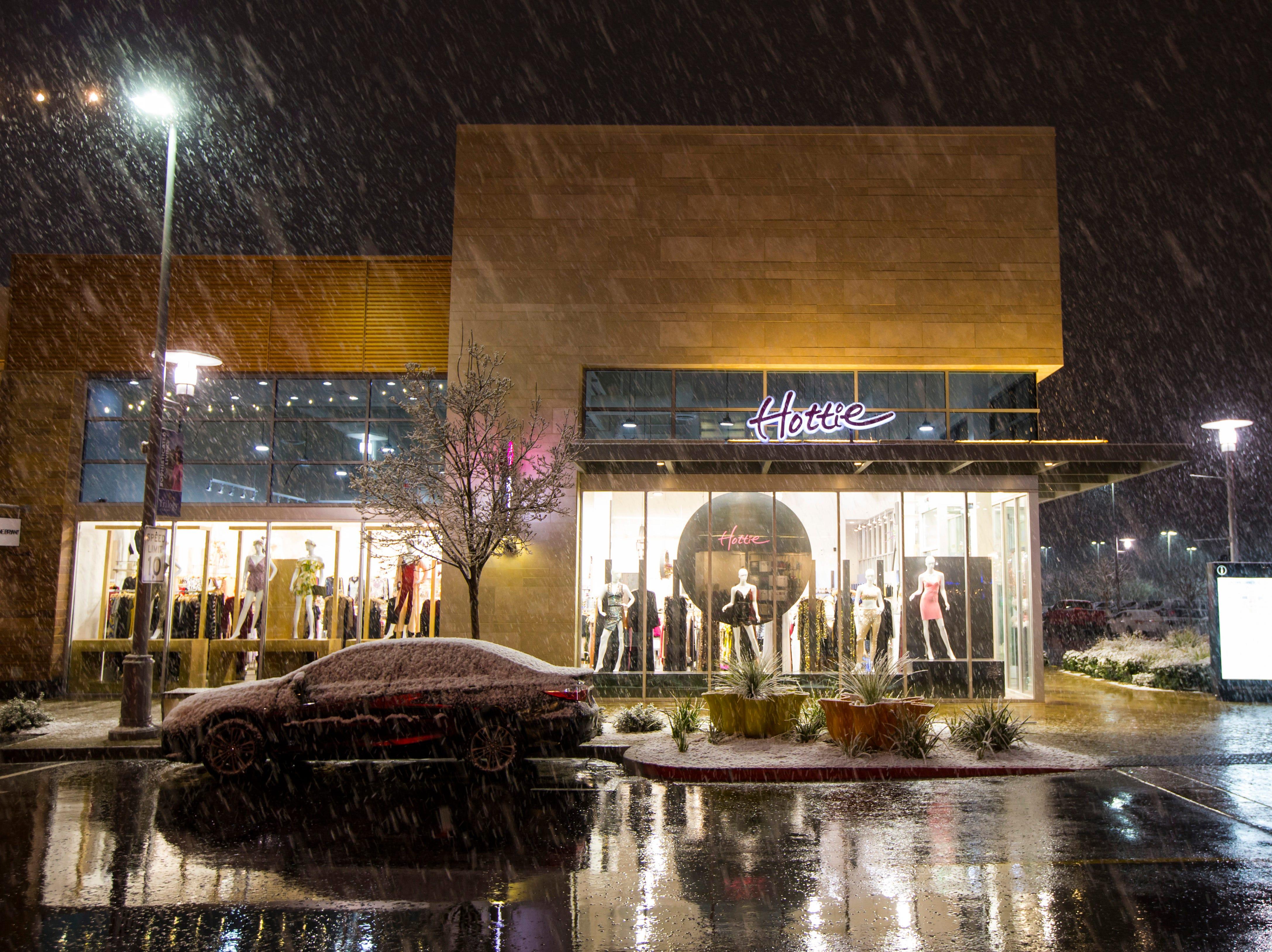 Snow falls around Downtown Summerlin in Las Vegas on Wednesday, Feb. 20, 2019. (Chase Stevens/Las Vegas Review-Journal via AP)