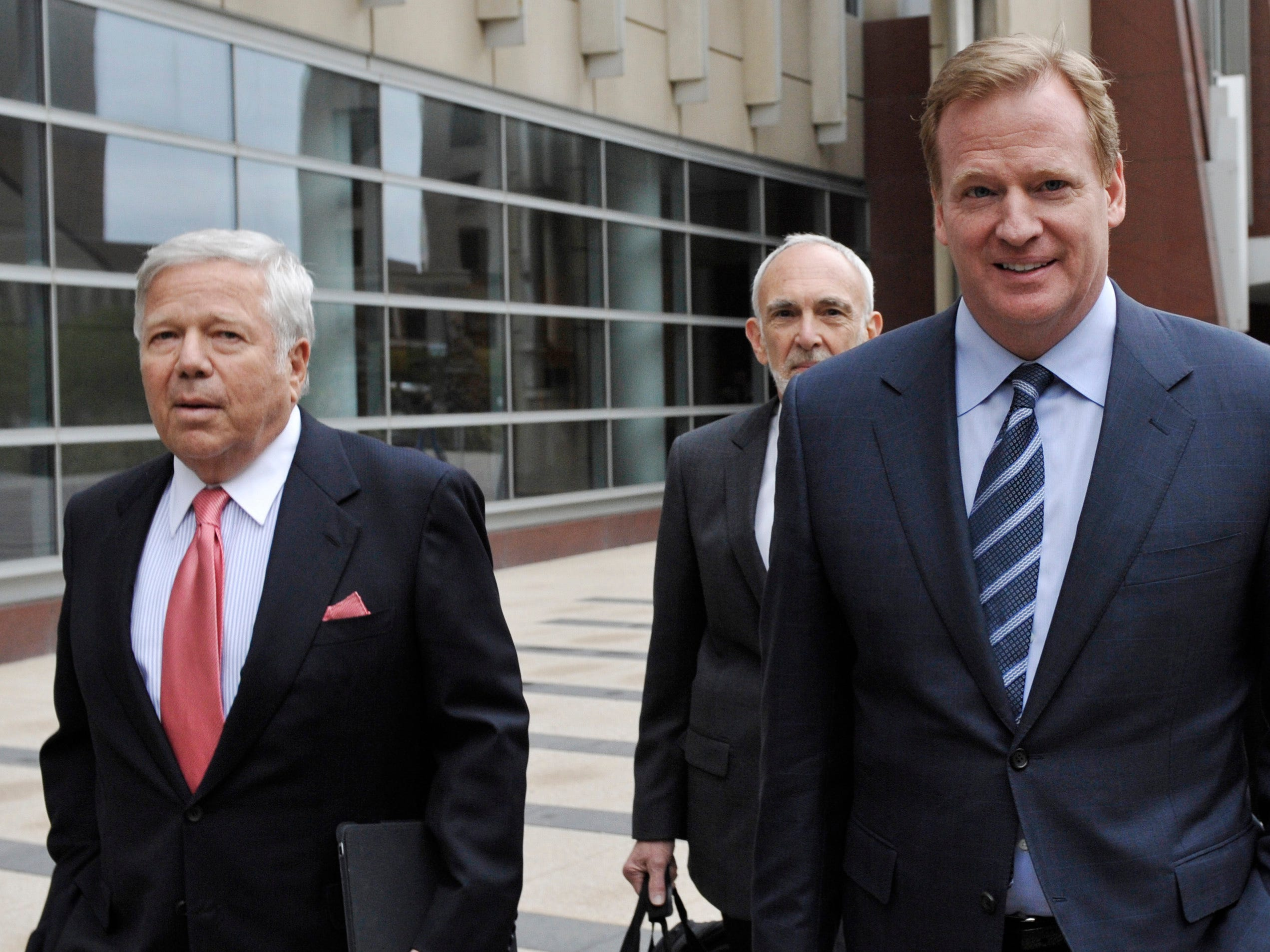 Kraft and Goodell leave a federal courthouse along with NFL outside attorney Bob Betterman, center, where the NFL and its locked-out players began court-ordered mediation.