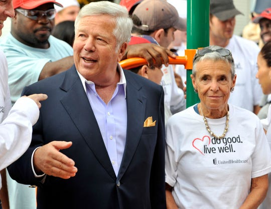 Patriots owner Robert Kraft and his late wife, Myra Kraft. Myra died of cancer in 2011.