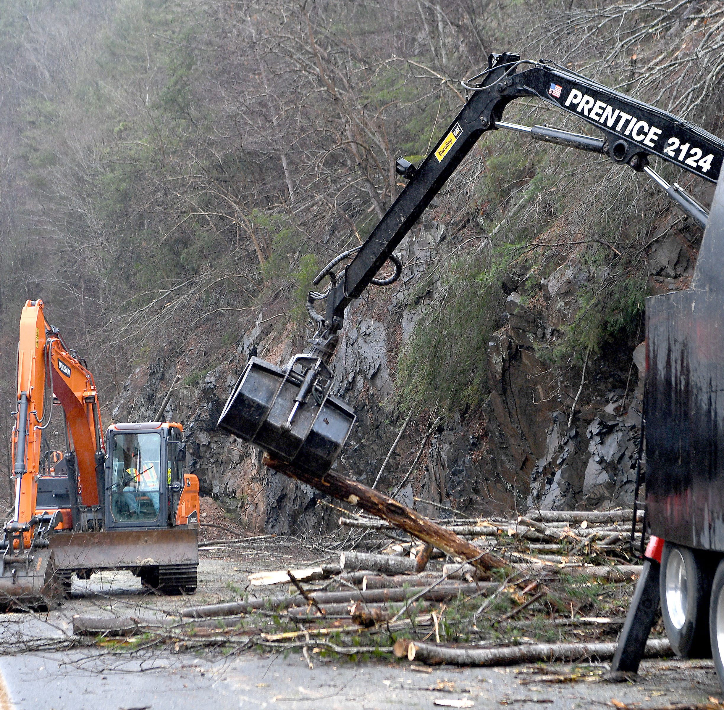 NCDOT works to open I-40 'as soon as possible' after rockslide blocks all lanes in Haywood