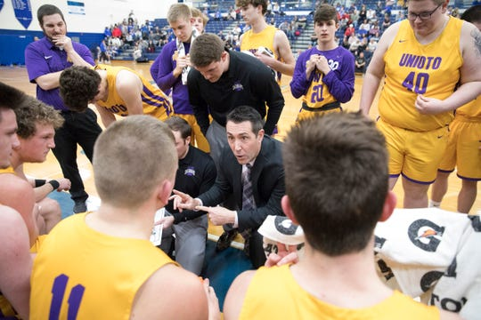 Washington Courthouse defeated Unioto 45-37 in a Division II sectional final Friday night at Southeastern High School.