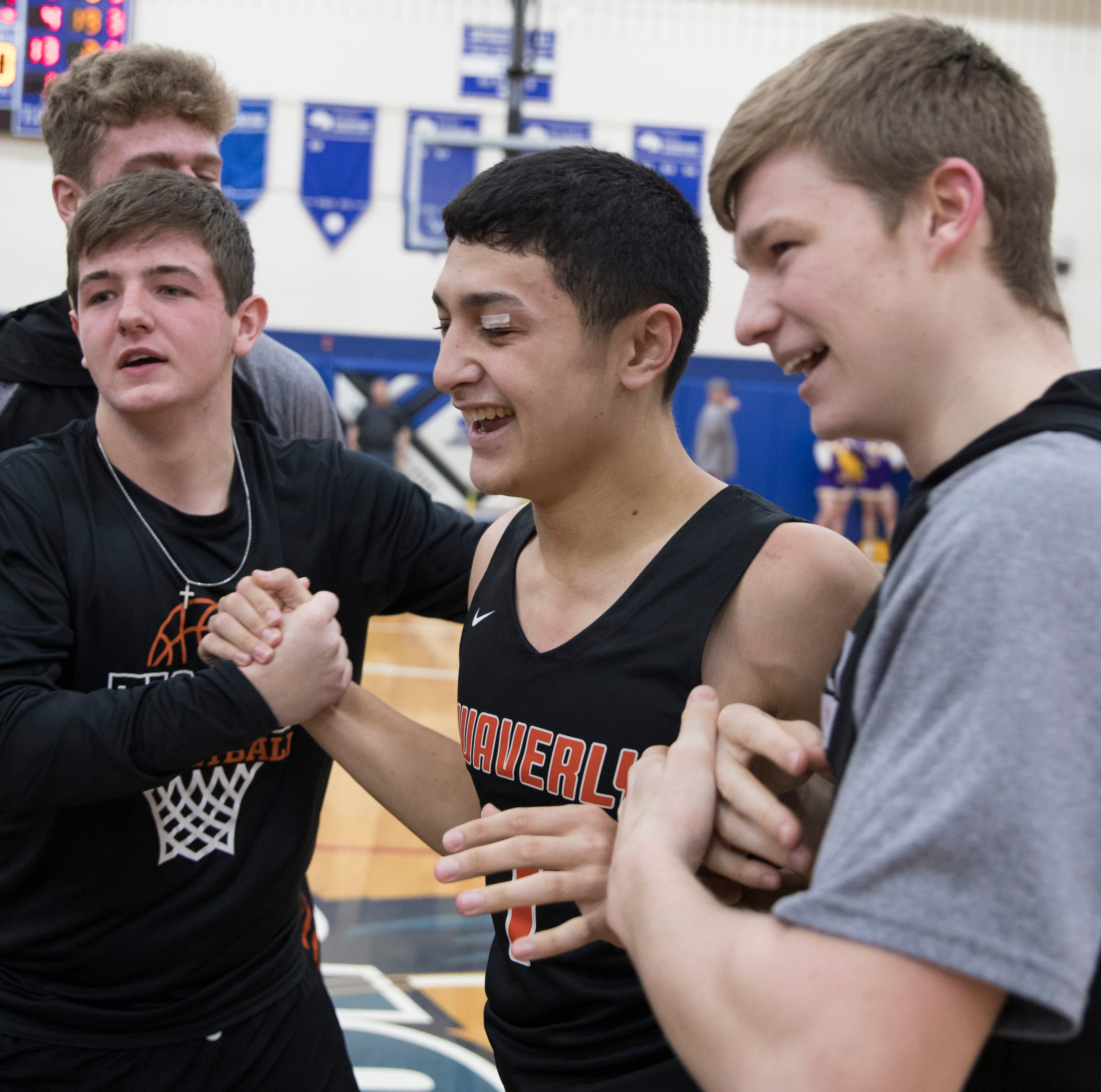 At the buzzer: Waverly advances to district semifinal after buzzer-beating win over McClain