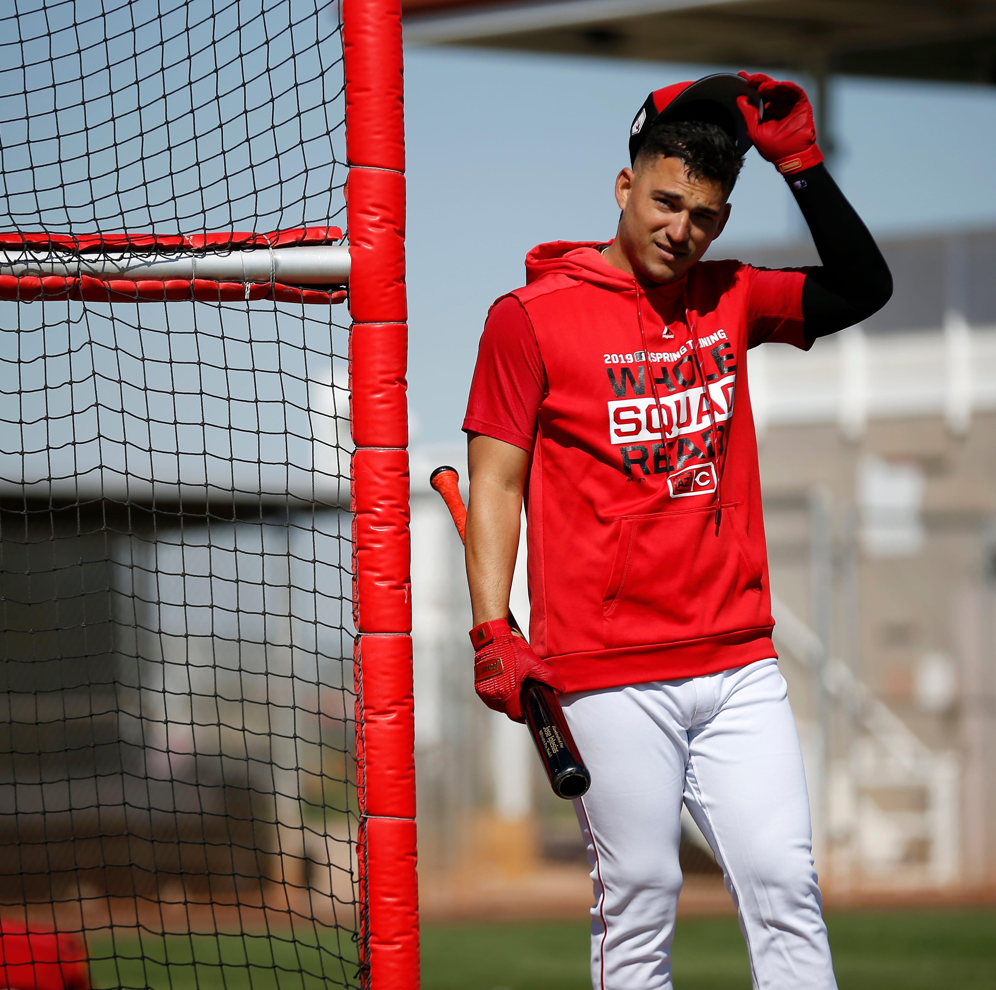 Cincinnati Reds add shortstop Jose Iglesias on a minor league contract