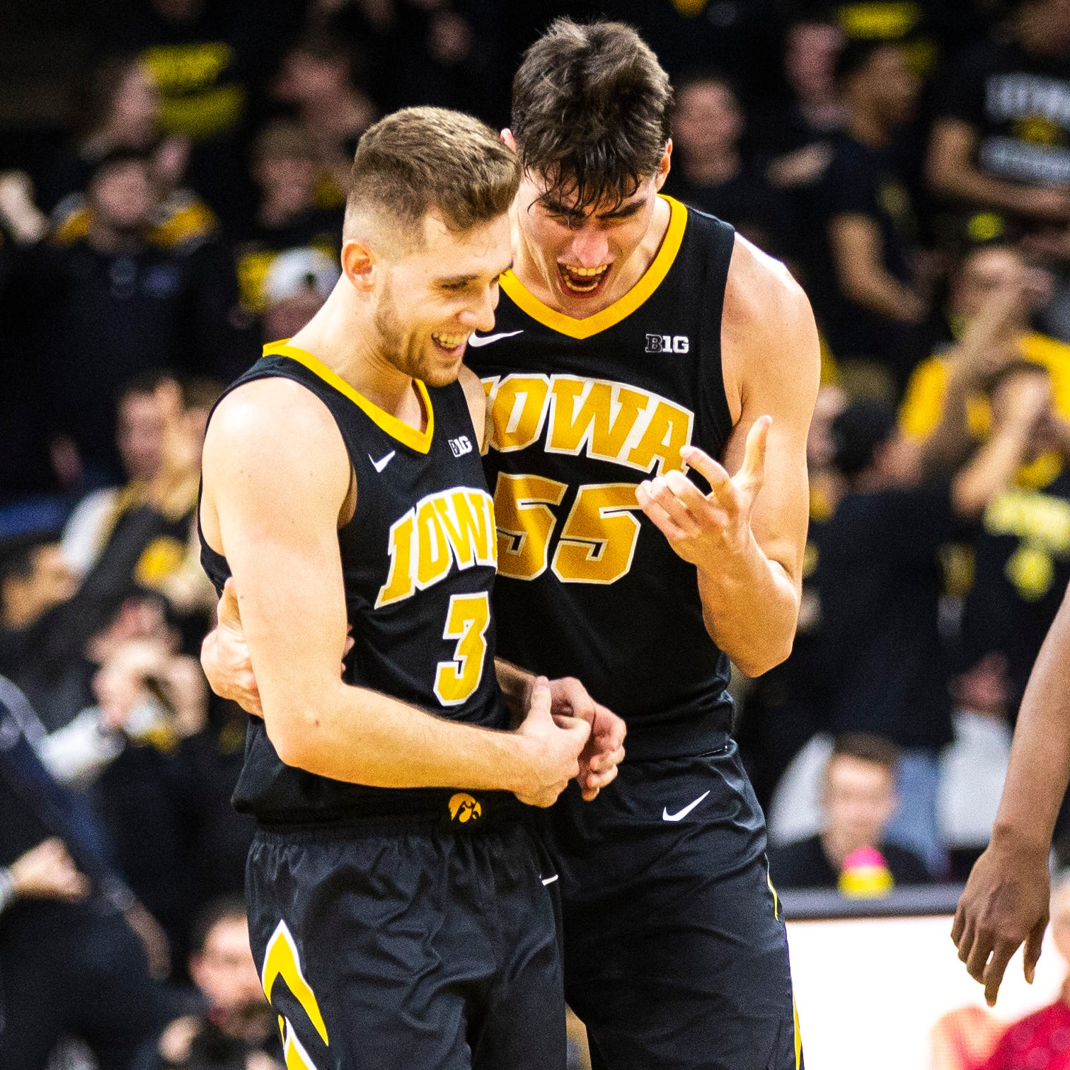 Riding four-game losing streak, Hawkeye basketball players take a break from Twitter
