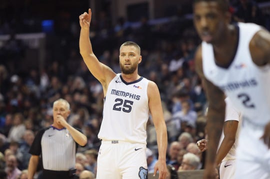 Memphis Grizzlies forward Chandler Parsons signals to his teammates during their game against the Los Angeles Clippers at the FedExForum on Friday, Feb. 22, 2019.