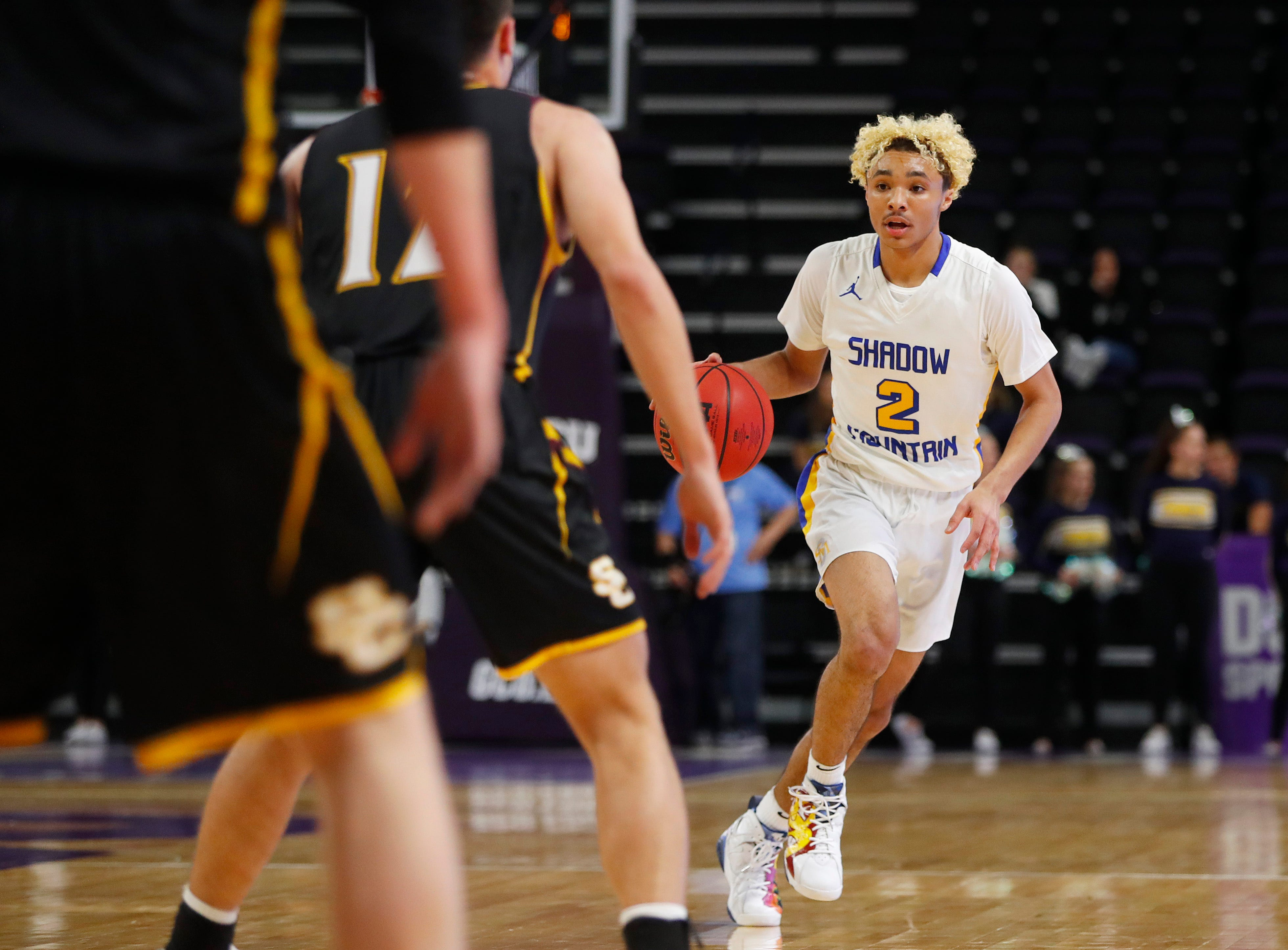Shadow Mountain's Jaelen House (2) dribbles up the court against Salpointe Catholic during first half of the 4A boys basketball semifinal game at Grand Canyon University Arena in Phoenix, Ariz. on February 22, 2019.