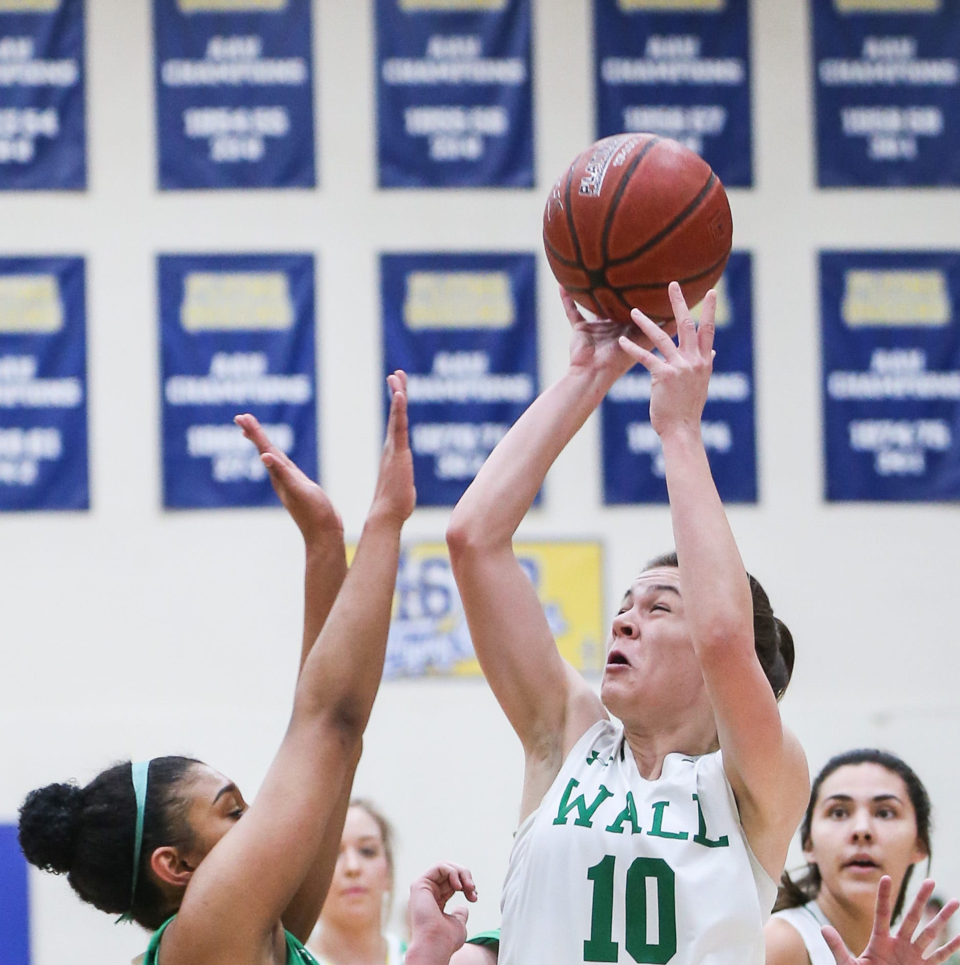 Third-quarter run powers No. 1 Wall girls basketball to state tournament