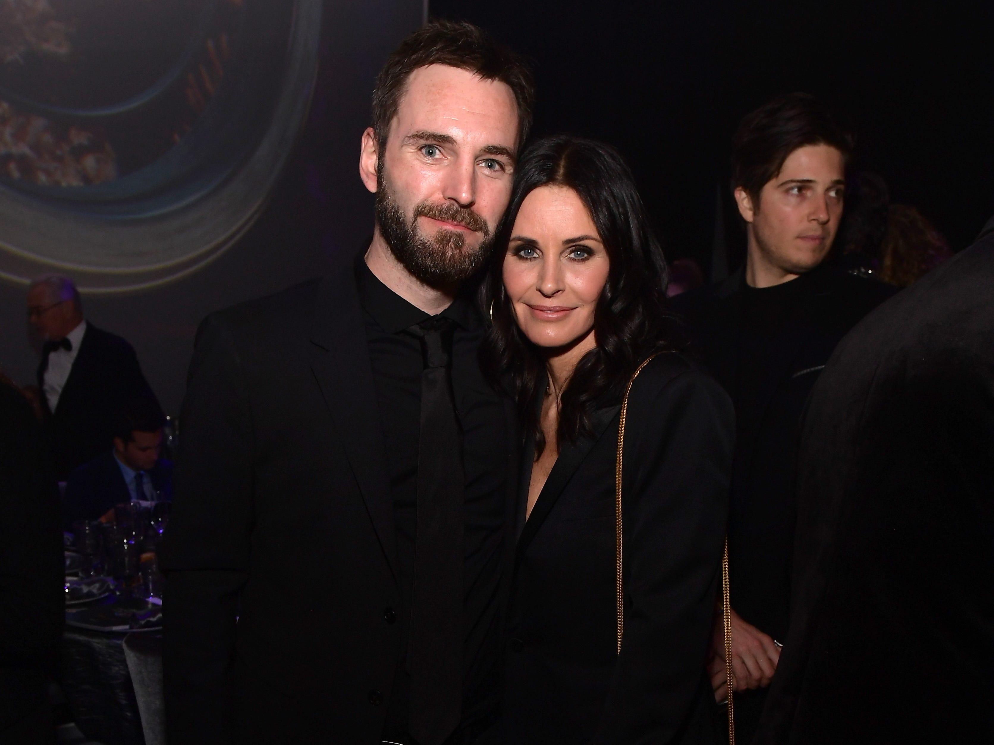 BEVERLY HILLS, CA - FEBRUARY 21:  Johnny McDaid (L) and Courteney Cox attend the UCLA IoES honors Barbra Streisand and Gisele Bundchen at the 2019 Hollywood for Science Gala on February 21, 2019 in Beverly Hills, California.  (Photo by Matt Winkelmeyer/Getty Images for UCLA Institute of the Environment & Sustainability) ORG XMIT: 775301825 ORIG FILE ID: 1126665183
