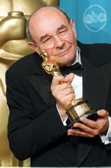 Director Stanley Donen poses with his Oscar for Lifetime Achievement at the 70th Annual Academy Awards in Los Angeles on March 23, 1998.