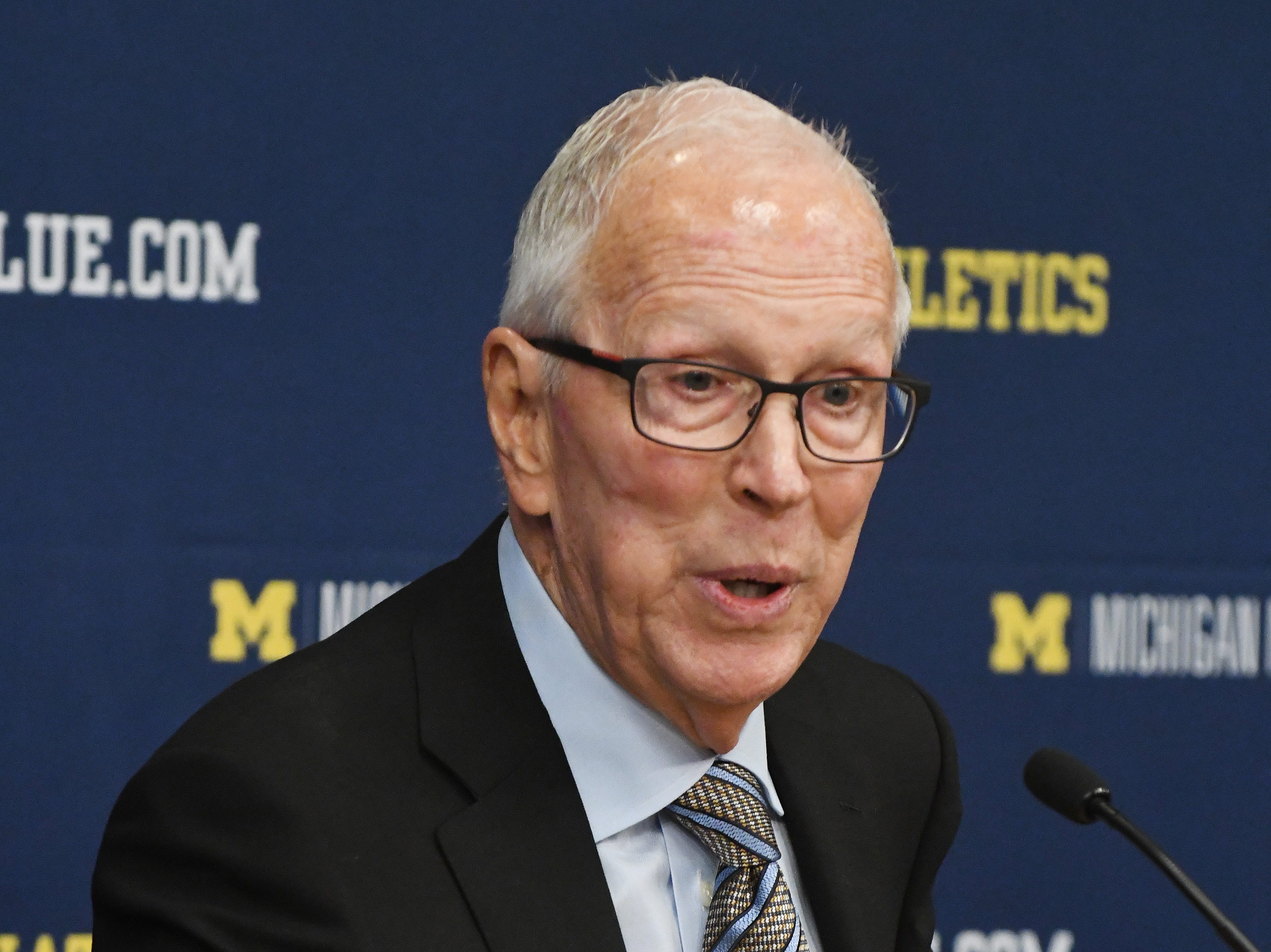 Michigan's 1989 NCAA Championship coach Steve Fisher at a press conference before the game.