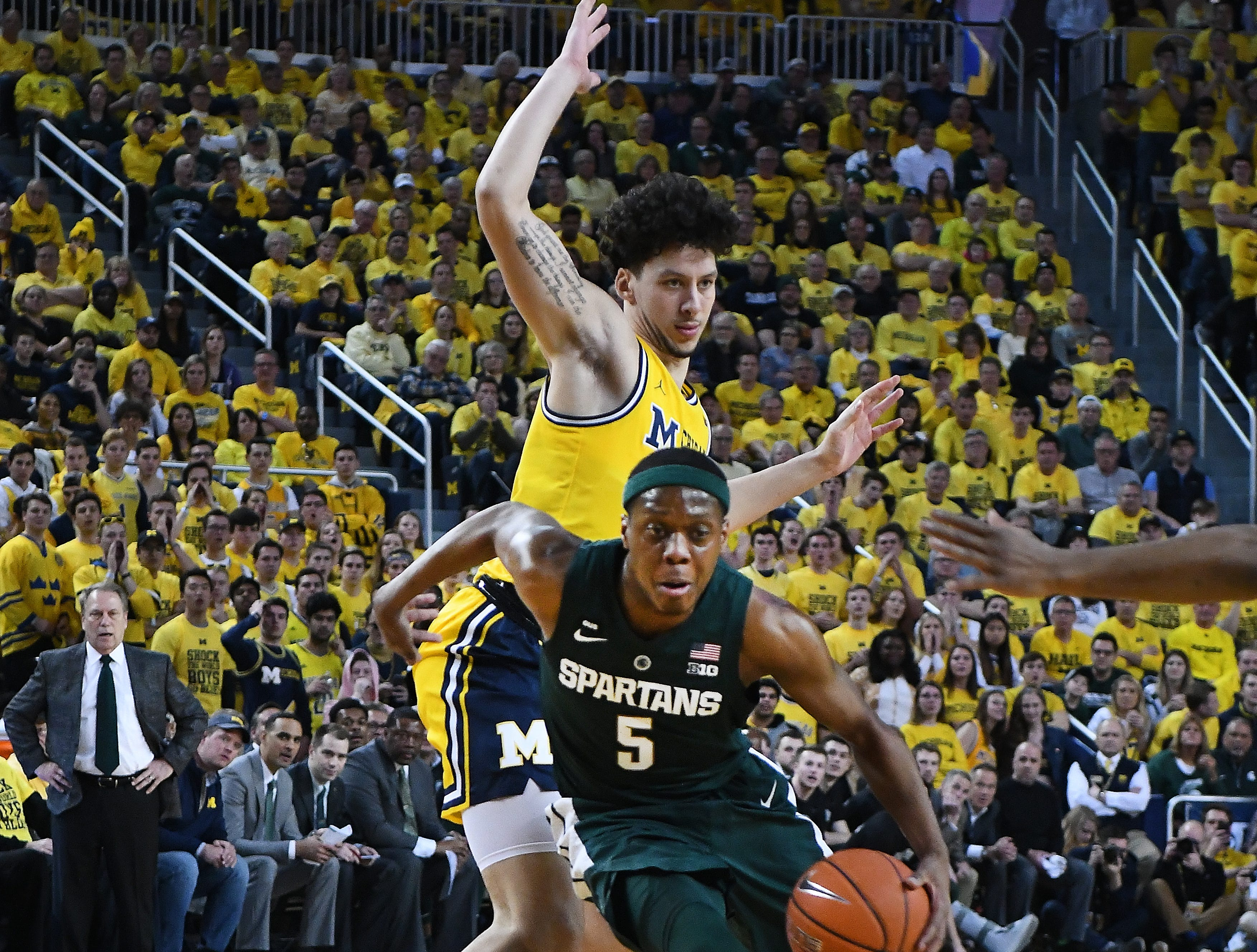 Michigan's Brandon Johns Jr. can't stop Michigan State's Cassius Winston from driving to the hoop in the first half.