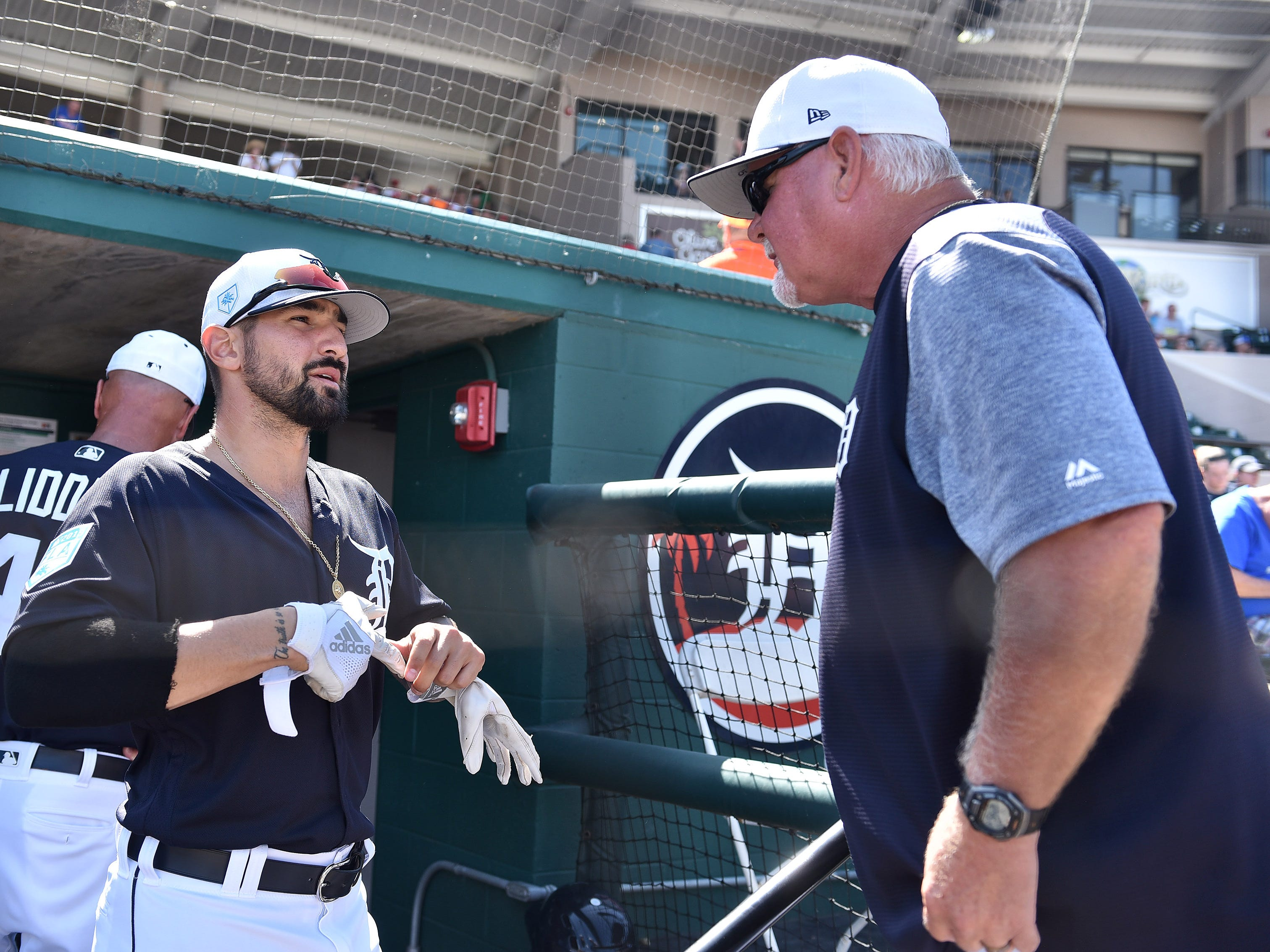 Tigers' Nicholas Castellanos talk with manager Ron Gardenhire, right, at the start of the game.