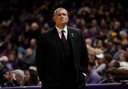 South Carolina basketball coach Frank Martin and the Gamecocks scrapped their way to an early lead, lost it and couldn't recover in a 76-61 downer to the Mississippi State Bulldogs.