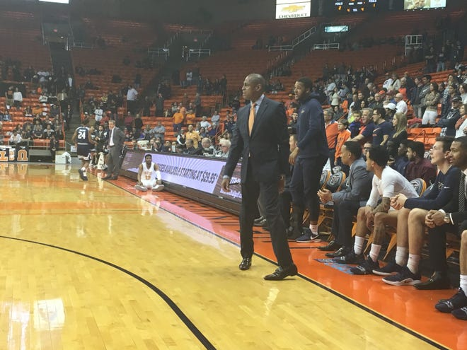 UTEP coach Rodney Terry instructs his team against Rice Saturday night at the Don Haskins Center