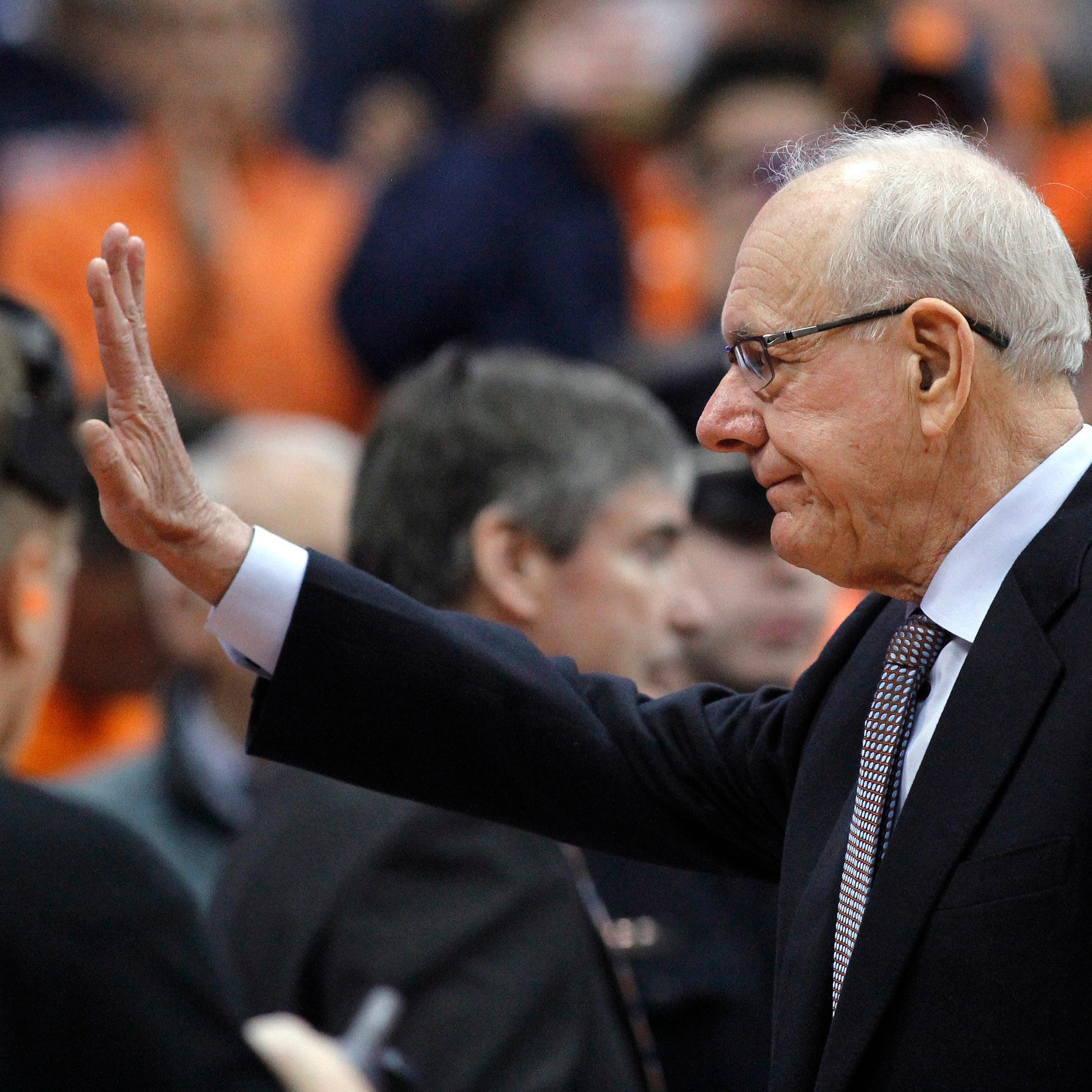 Watch fans applaud coach Jim Boeheim before the Syracuse vs. Duke men's basketball game