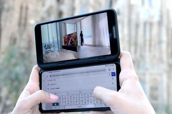 Dual screens on the LG V50 ThinQ 5G