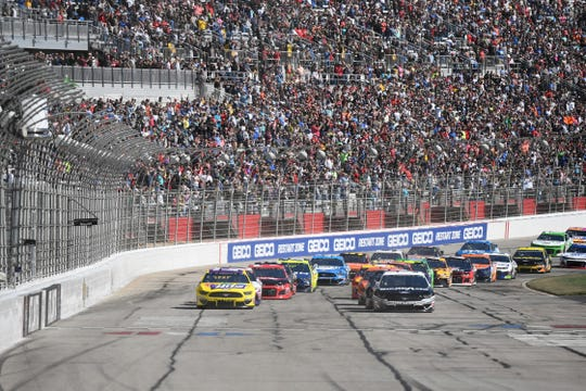 Aric Almirola (10) leads the pack during the start of the Folds of Honor QuickTrip 500 at Atlanta Motor Speedway.