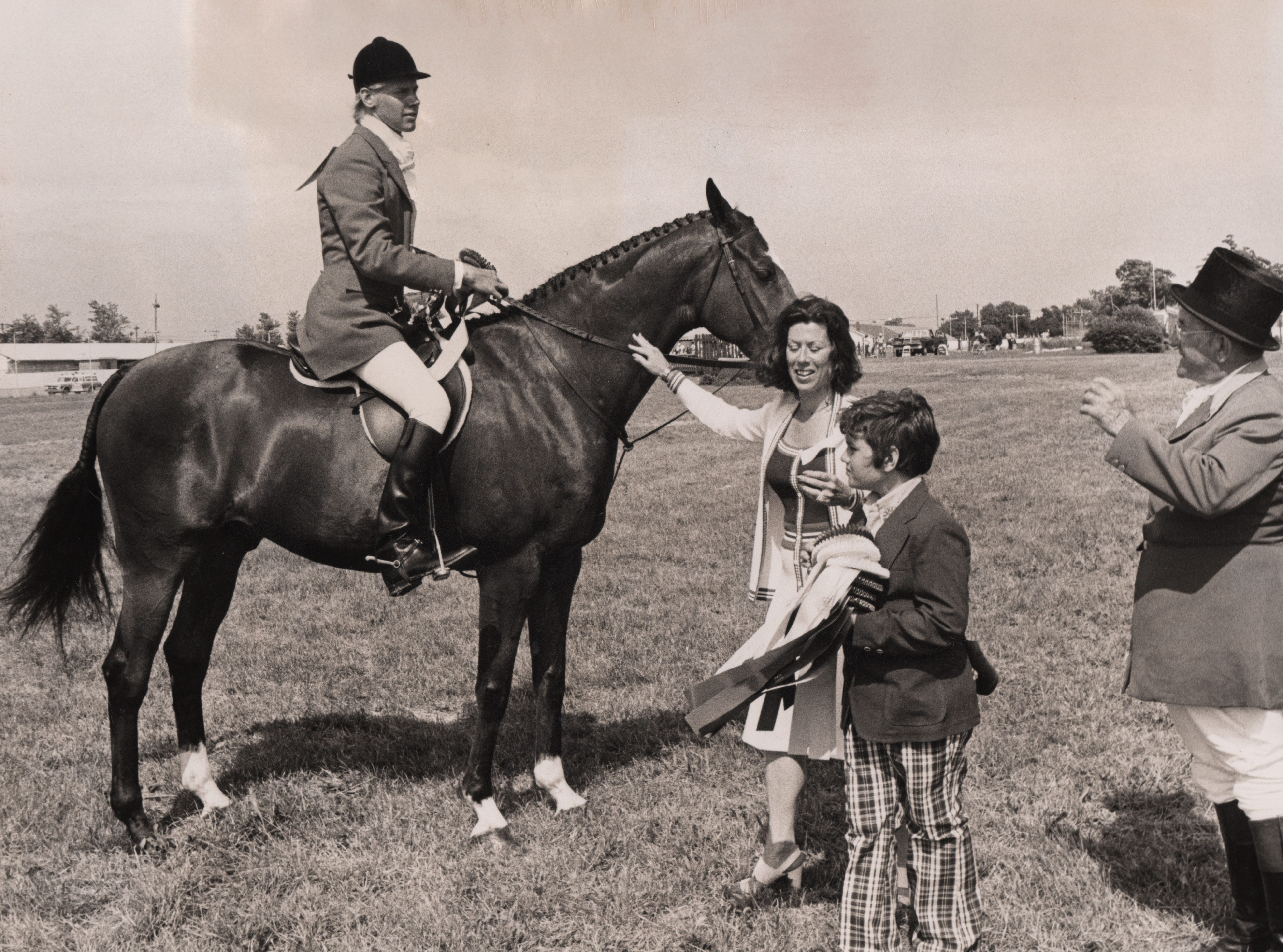 Carl Lindner III is awarded a first prize ribbon in the new Hunter Classic in 1975.