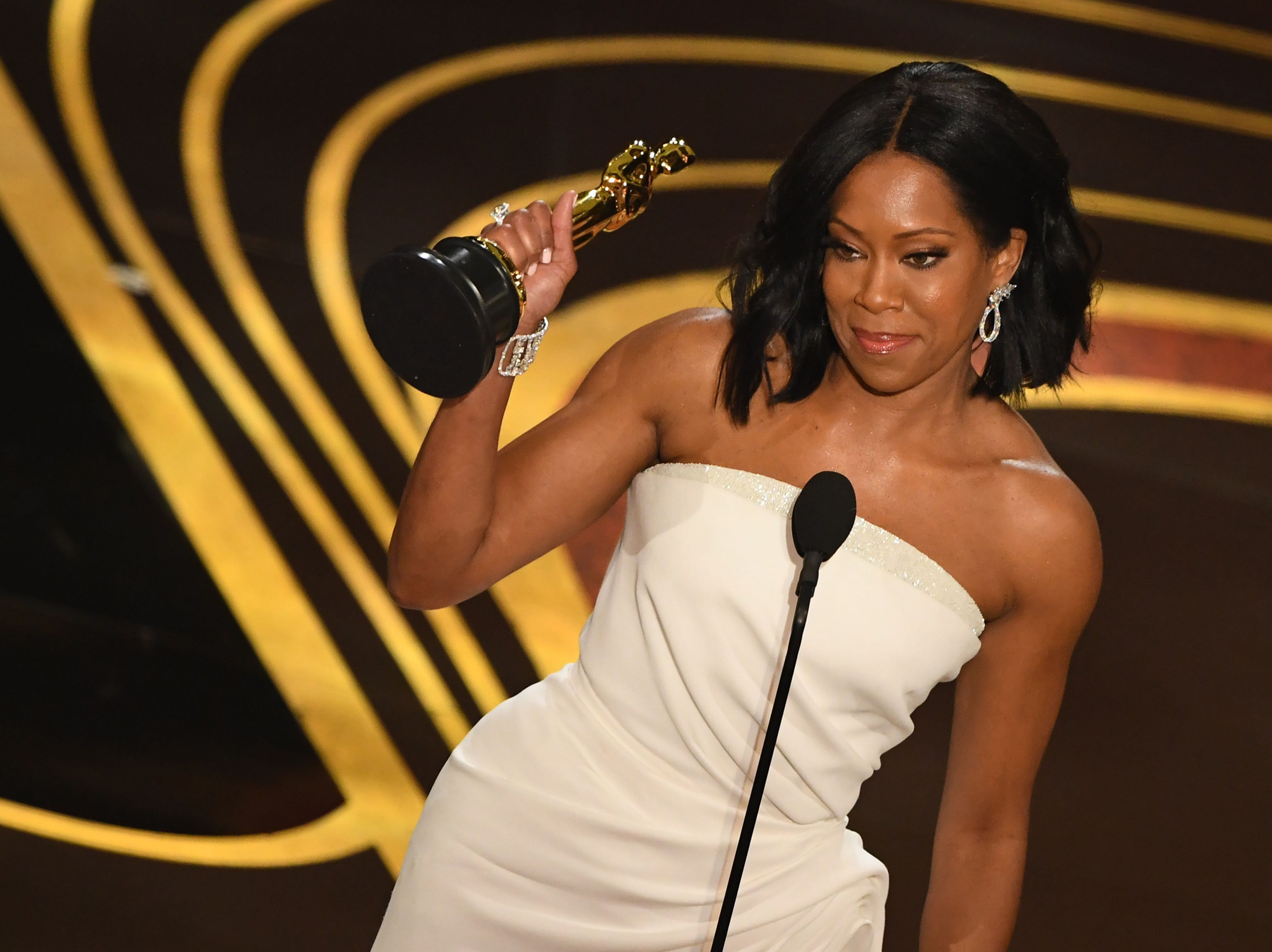 "Best Supporting Actress nominee for ""If Beale Street Could Talk"" Regina King accepts her Oscar during the 91st Annual Academy Awards."